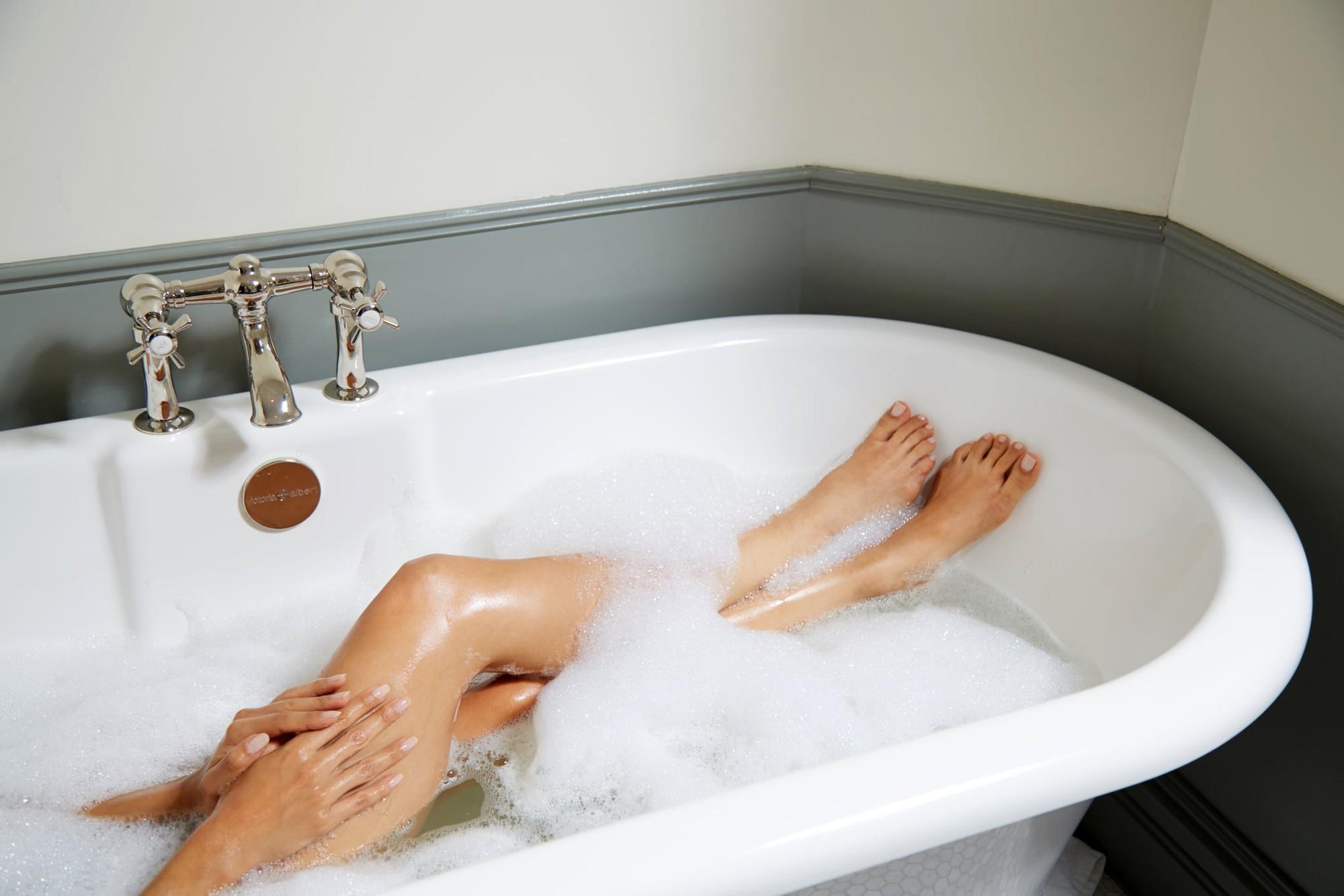 Người đang ướt mồ hôi tuyệt đối không làm những điều này đề phòng cơ thể bị nhiễm lạnh - Ảnh 1.