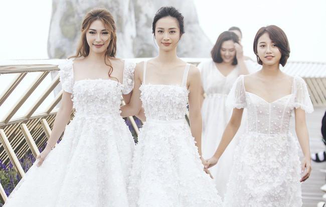 Lại một cái duyên kỳ ngộ của Jun Vũ: Chẳng hẹn mà chọn cùng một kiểu váy, đi cùng một show với bạn diễn - Ảnh 6.