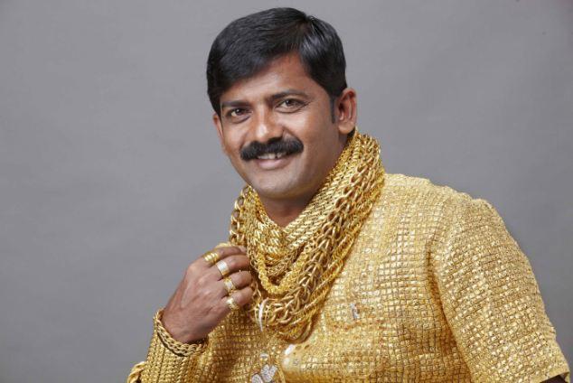 Số phận của người đeo nhiều vàng nhất Ấn Độ: May cả áo bằng vàng ròng, cuối cùng bị cướp đánh chết trên đường phố - Ảnh 2.