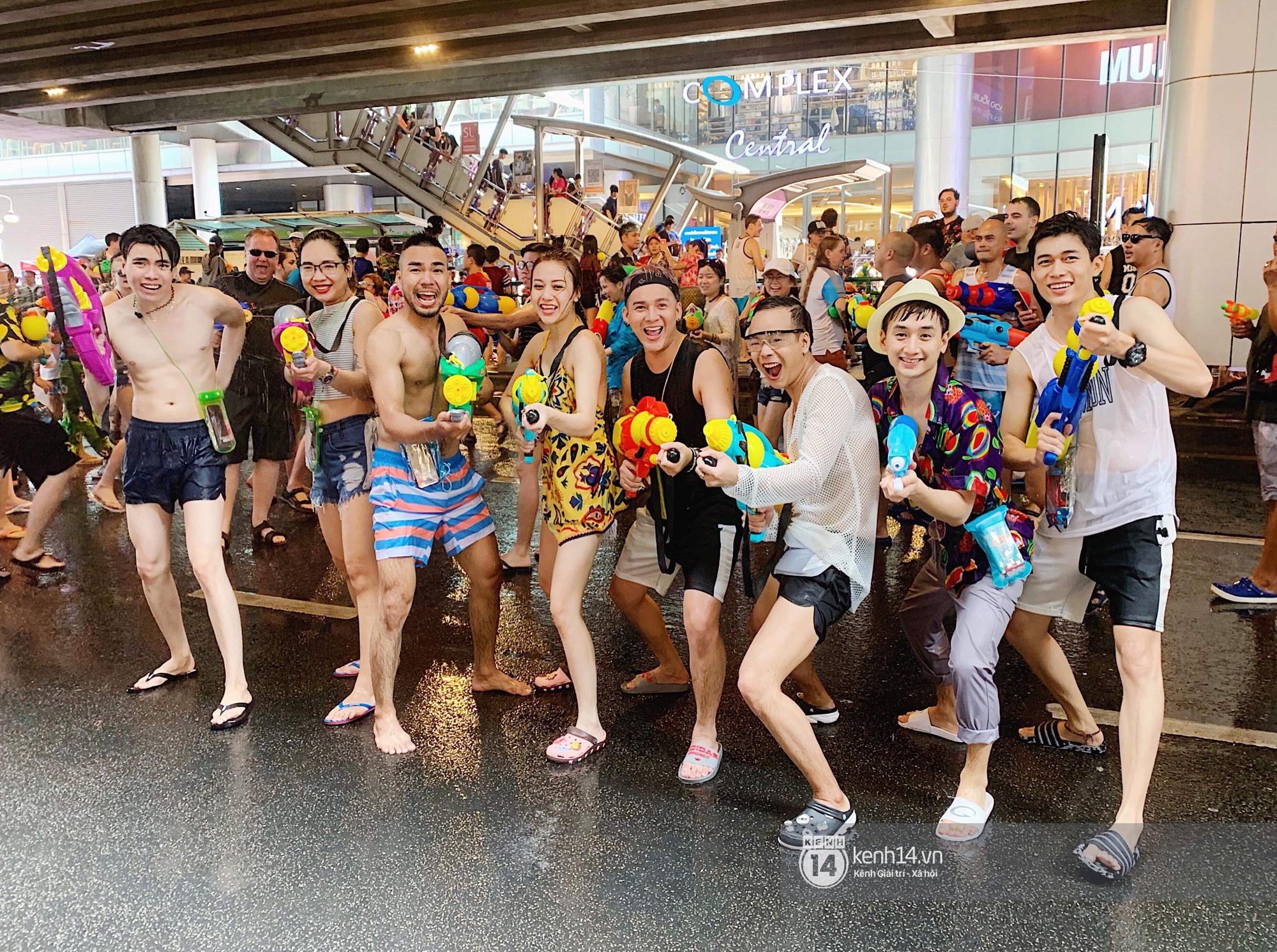 Hàng ngàn bạn trẻ Việt đang đổ về Bangkok để hoà vào dòng người chơi té nước Songkran! - Ảnh 10.