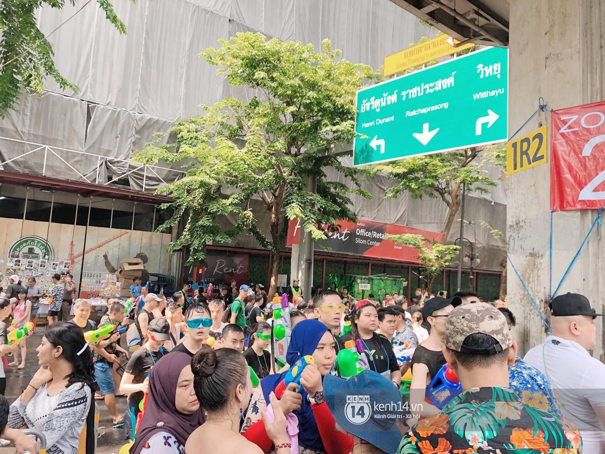 Hàng ngàn bạn trẻ Việt đang đổ về Bangkok để hoà vào dòng người chơi té nước Songkran! - Ảnh 2.