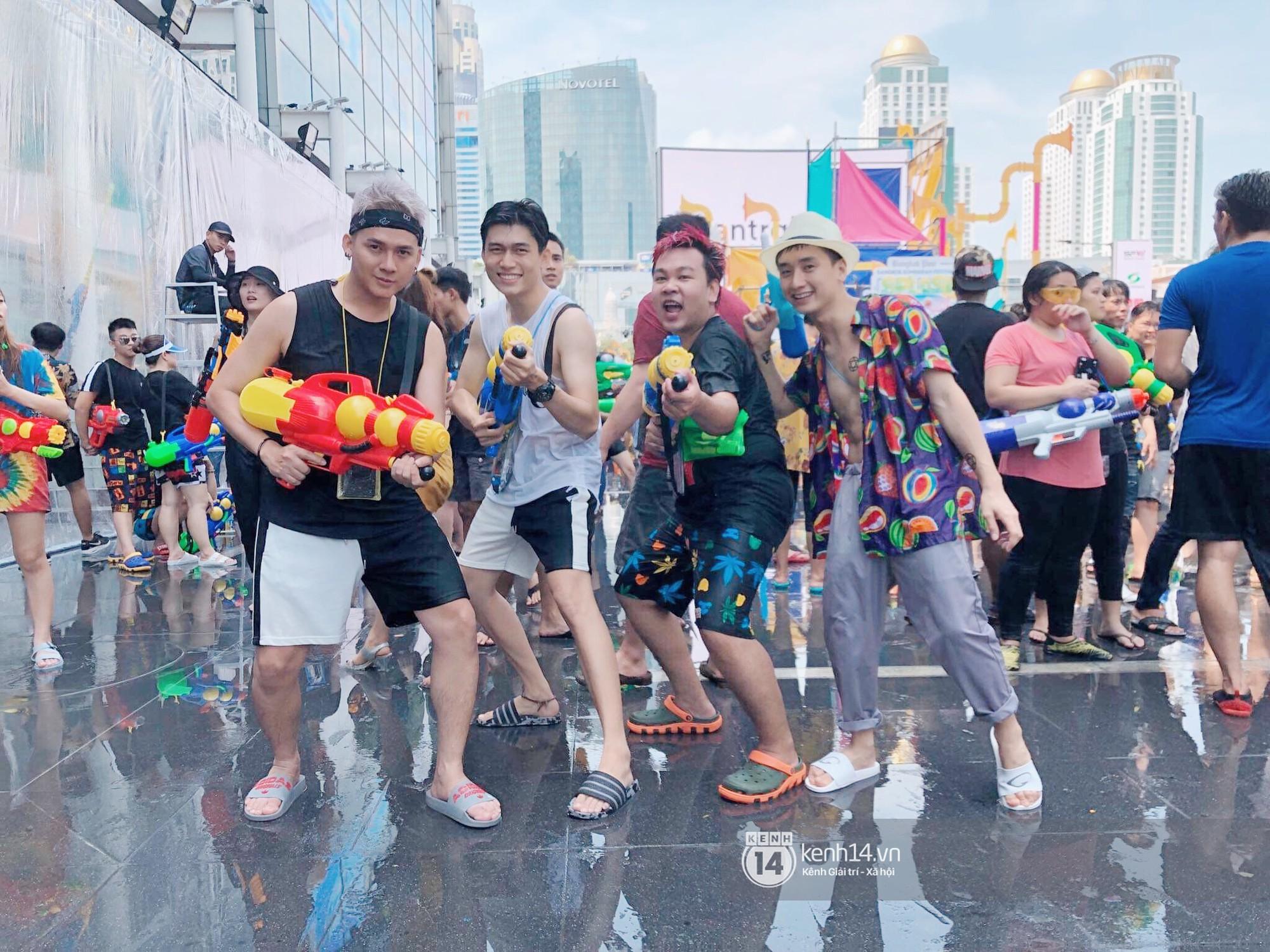 Hàng ngàn bạn trẻ Việt đang đổ về Bangkok để hoà vào dòng người chơi té nước Songkran! - Ảnh 8.