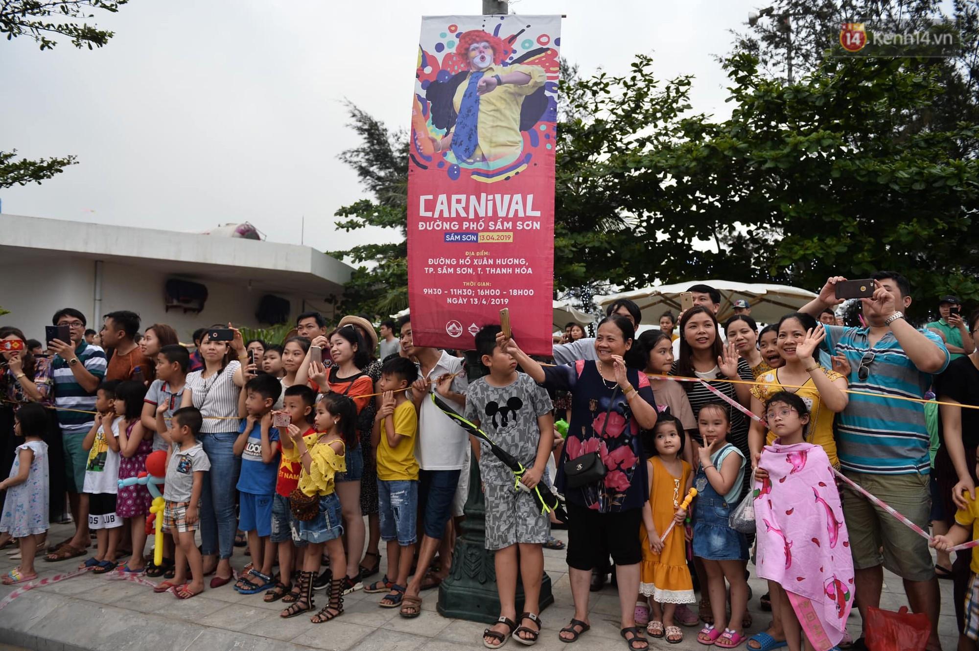 Màn Canaval sinh động và giao lưu với khán giả ấn tượng tại lễ hội du lịch biển Sầm Sơn - Ảnh 9.