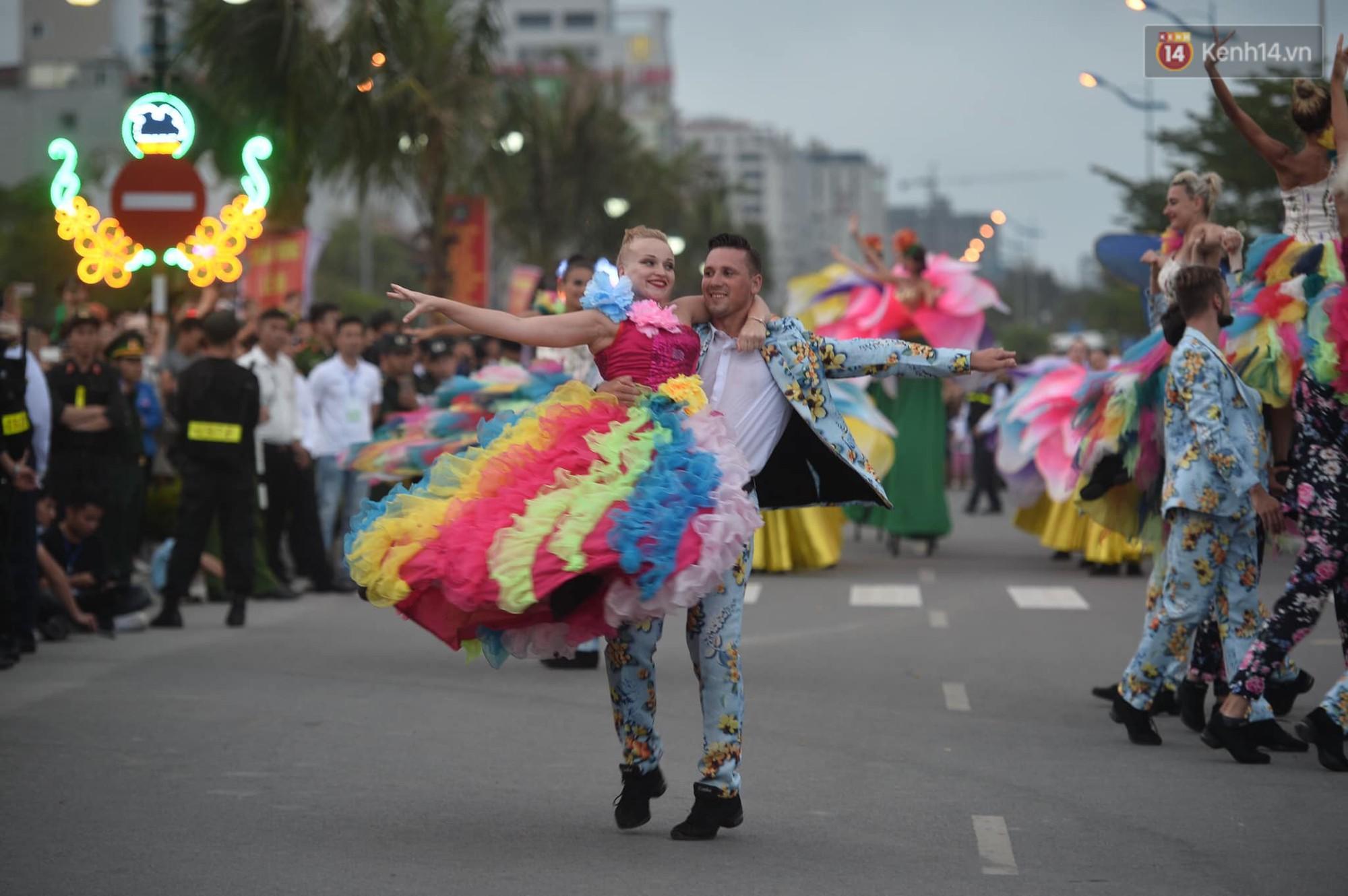 Màn Canaval sinh động và giao lưu với khán giả ấn tượng tại lễ hội du lịch biển Sầm Sơn - Ảnh 7.
