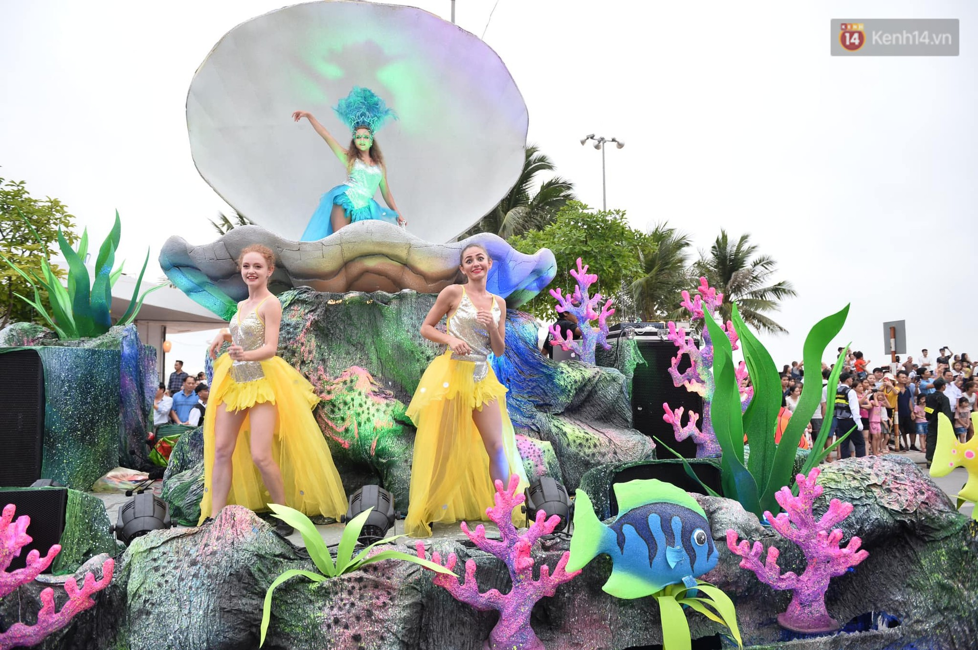 Màn Canaval sinh động và giao lưu với khán giả ấn tượng tại lễ hội du lịch biển Sầm Sơn - Ảnh 3.
