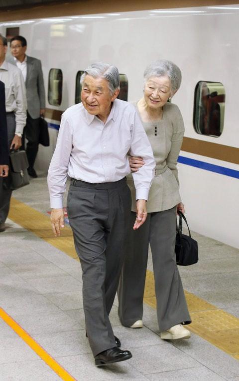 Nhan sắc kiều diễm của Hoàng hậu thường dân Michiko thời trẻ, khiến vua say đắm đến phá bỏ quy tắc Hoàng gia - Ảnh 11.