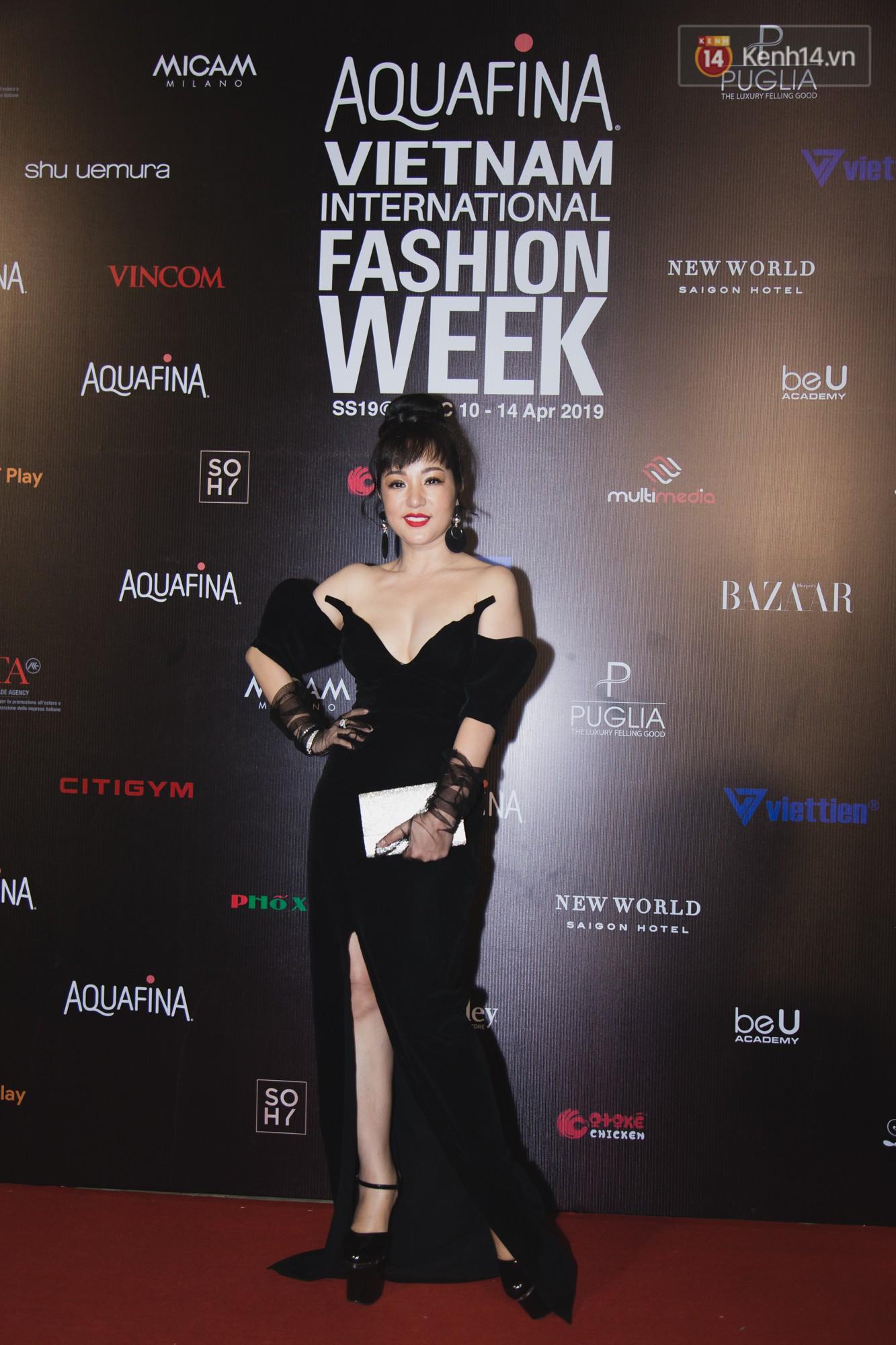 Linh Chi - Lâm Vinh Hải trông như cô dâu chú rể, Cindy Thái Tài lại hở bạo hết sức trên thảm đỏ Tuần lễ thời trang - Ảnh 10.