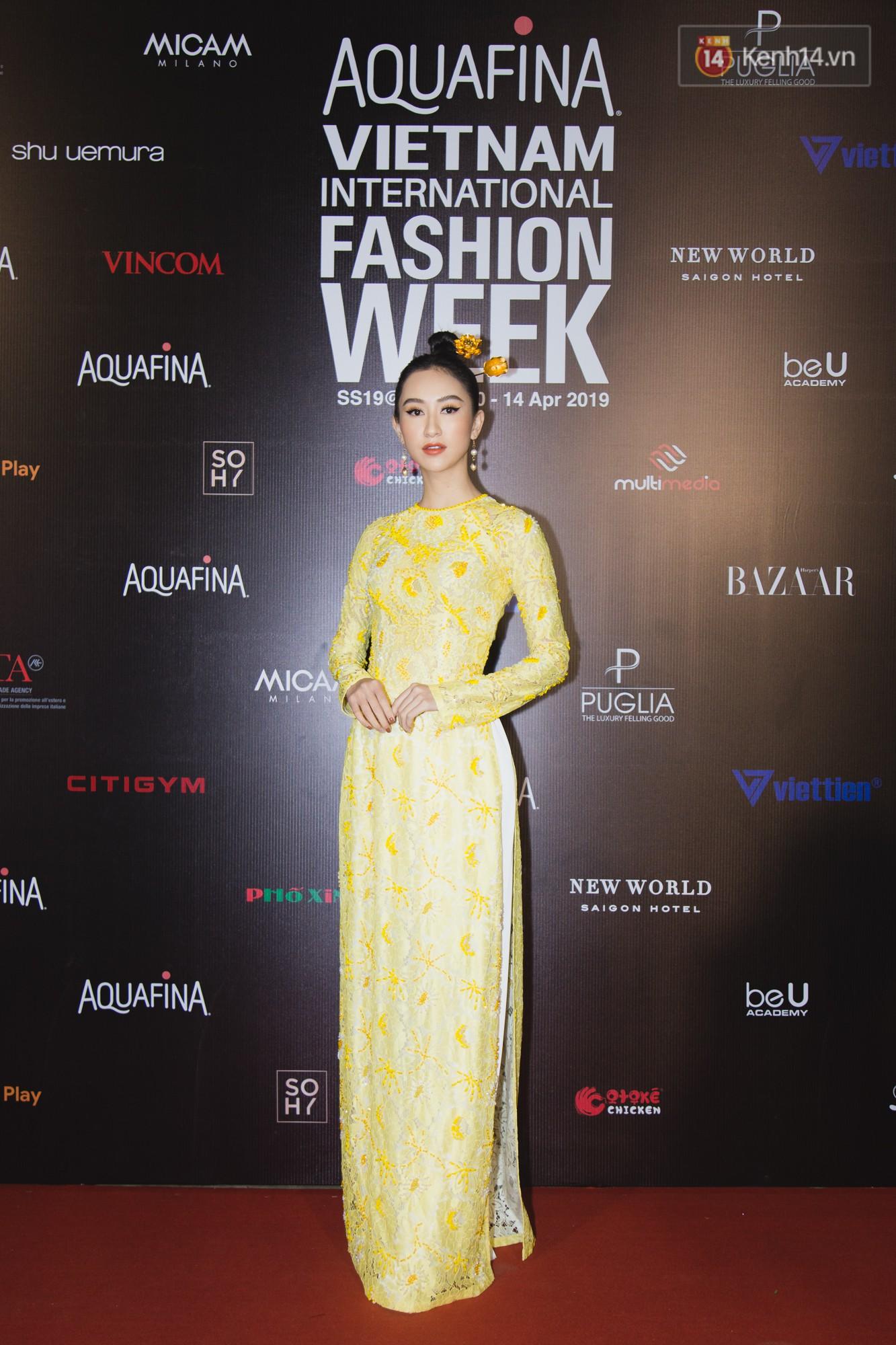 Linh Chi - Lâm Vinh Hải trông như cô dâu chú rể, Cindy Thái Tài lại hở bạo hết sức trên thảm đỏ Tuần lễ thời trang - Ảnh 9.