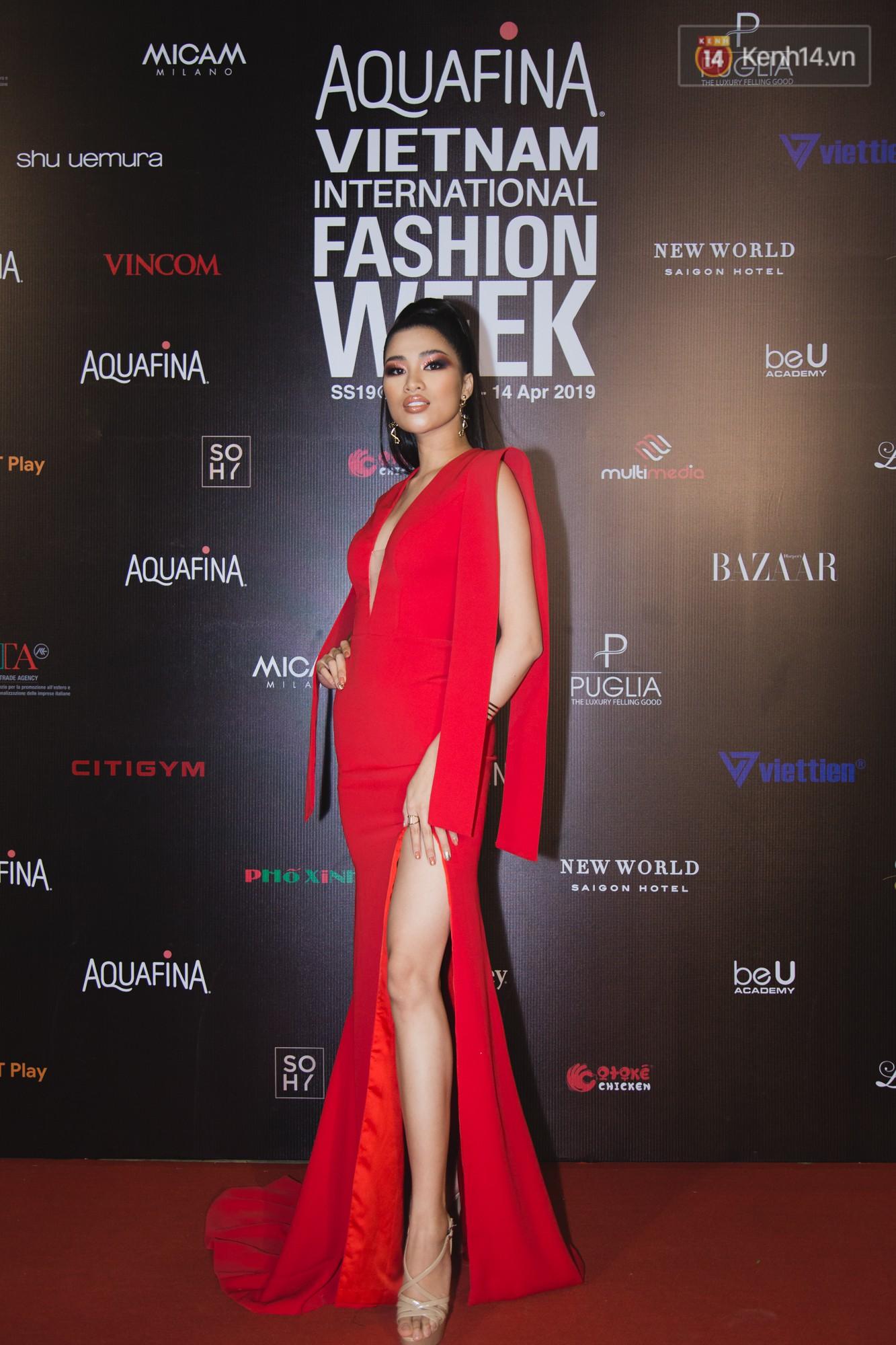 Linh Chi - Lâm Vinh Hải trông như cô dâu chú rể, Cindy Thái Tài lại hở bạo hết sức trên thảm đỏ Tuần lễ thời trang - Ảnh 13.