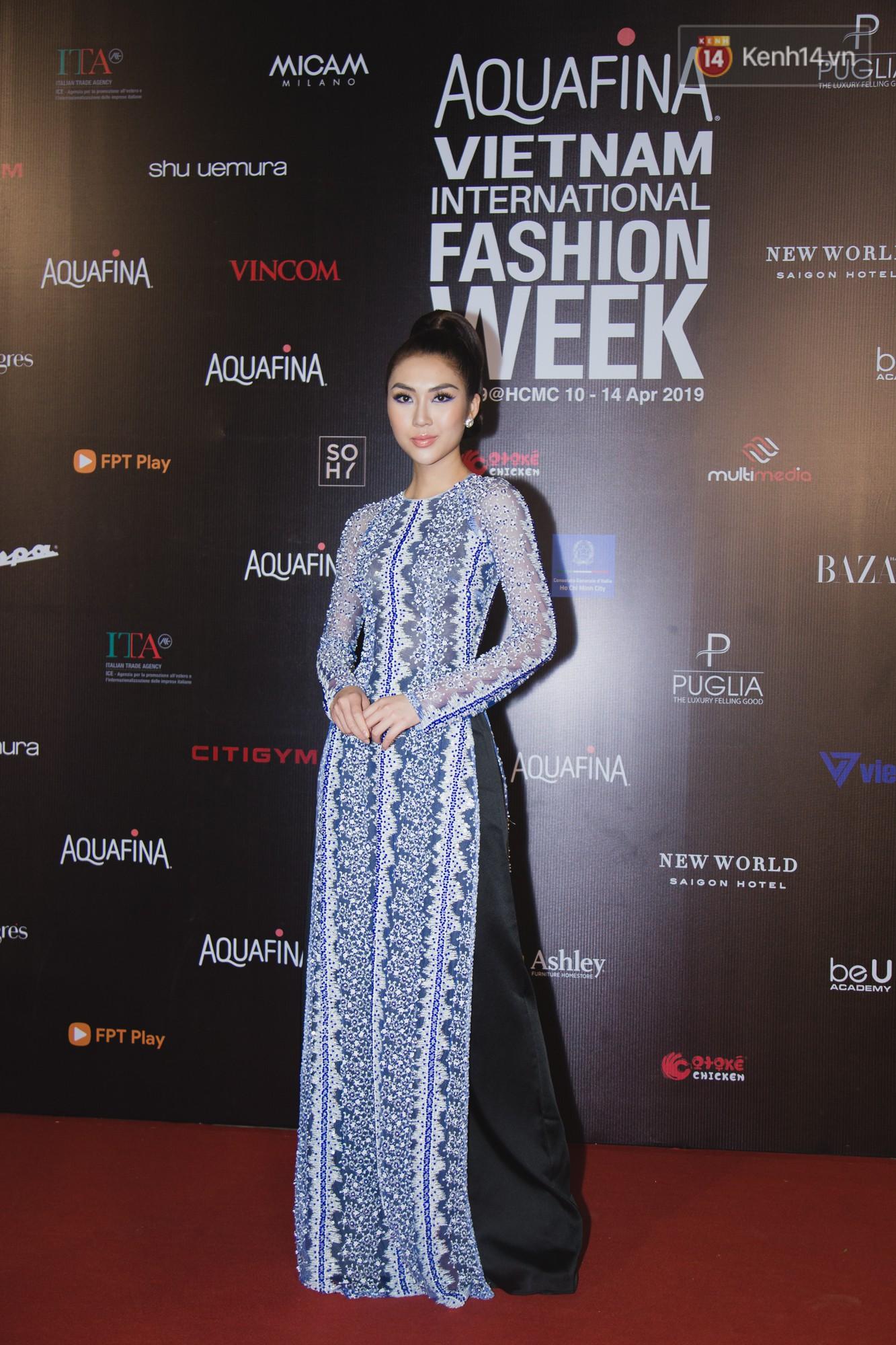 Linh Chi - Lâm Vinh Hải trông như cô dâu chú rể, Cindy Thái Tài lại hở bạo hết sức trên thảm đỏ Tuần lễ thời trang - Ảnh 12.