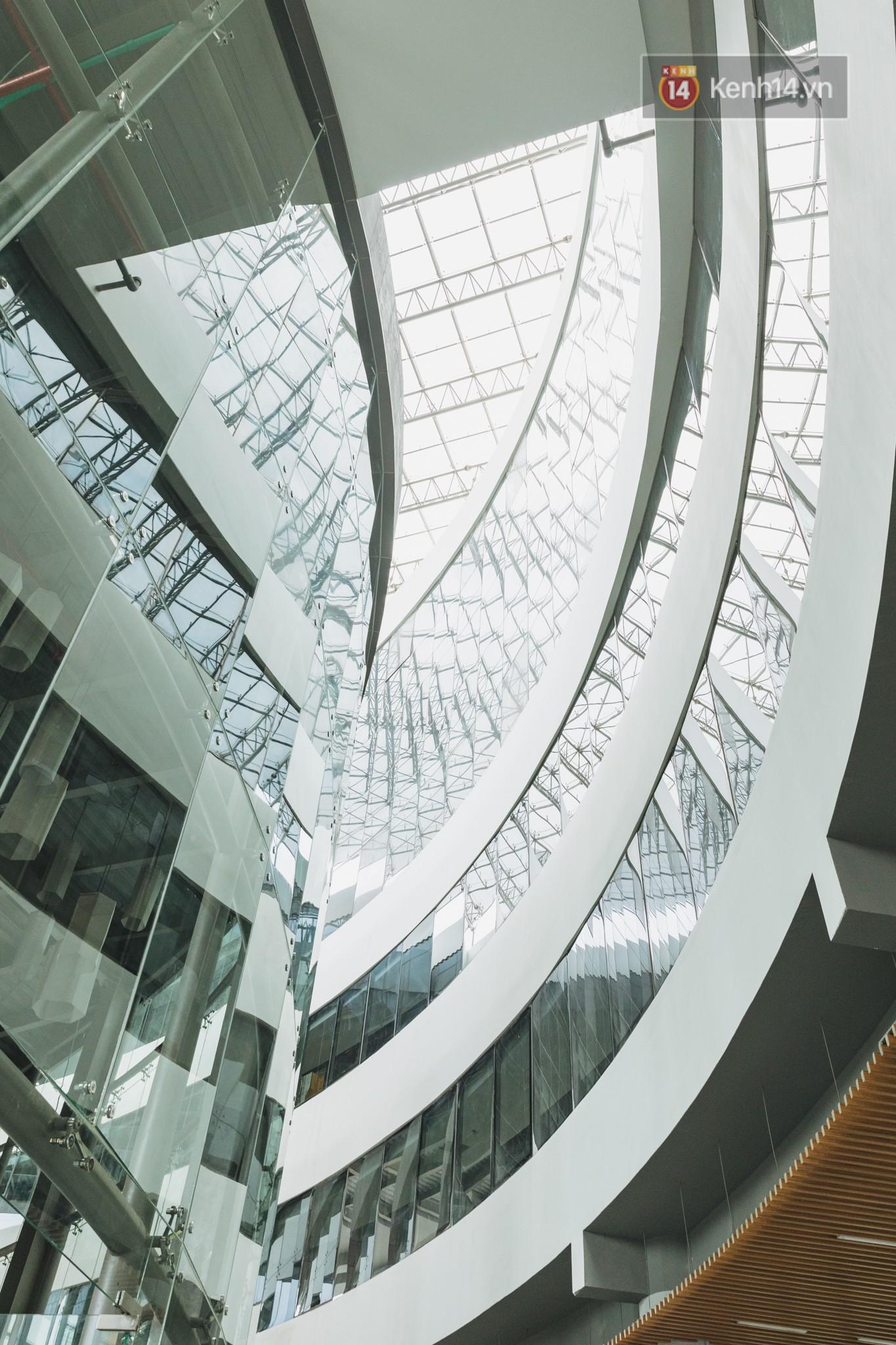 Thiên đường sống ảo mới ở Sài Gòn gọi tên ĐH Văn Lang: Đẹp như trung tâm thương mại, lên hình lung linh bất chấp mọi ngóc ngách - Ảnh 4.