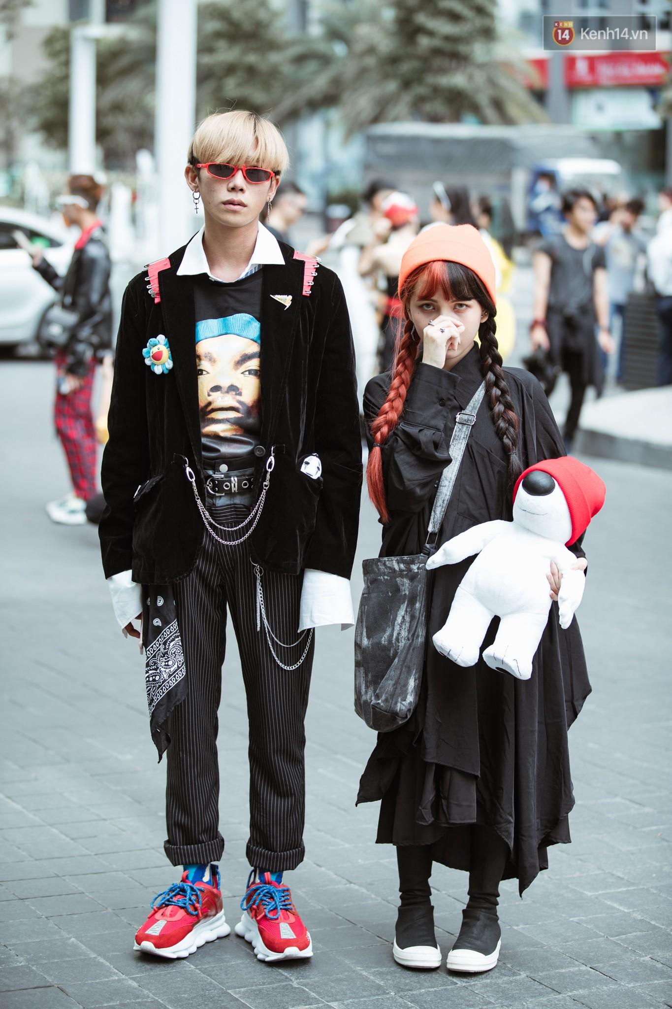 Street style ngày 4 Tuần lễ thời trang: không còn alien, thay vào đó là cô dâu giá đáo và cuộc thi ai chịu ngốt giỏi hơn - Ảnh 6.