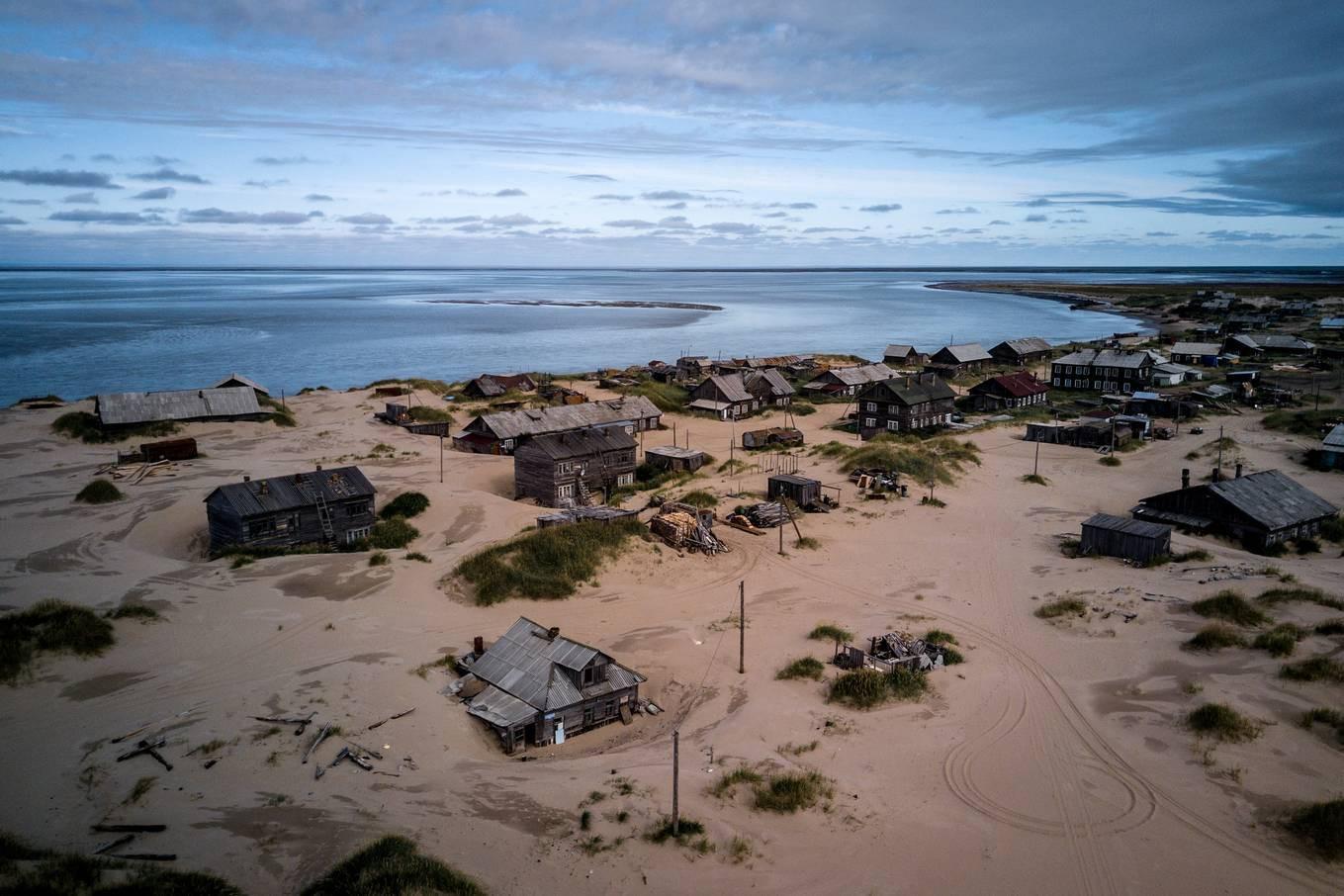 Khám phá ngôi làng Nga biến mất mỗi khi gió to, người dân không ai dám đóng cửa vào ban đêm - Ảnh 1.