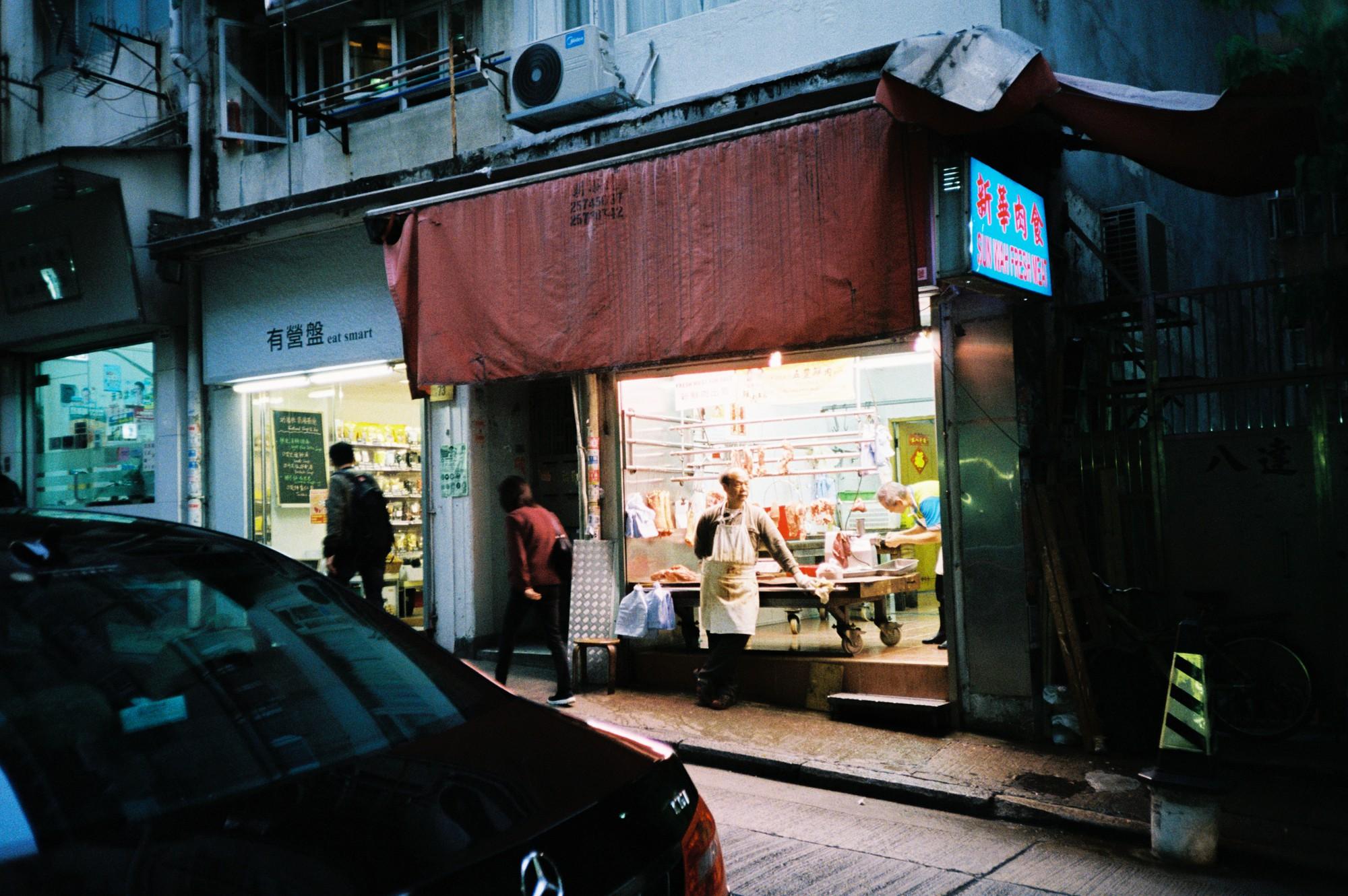 Hong Kong đẹp đến ngỡ ngàng qua những thước ảnh film của chàng trai Sài Gòn: Ai mà ngờ những tấm hình này được chụp vào năm 2019 kia chứ! - Ảnh 4.
