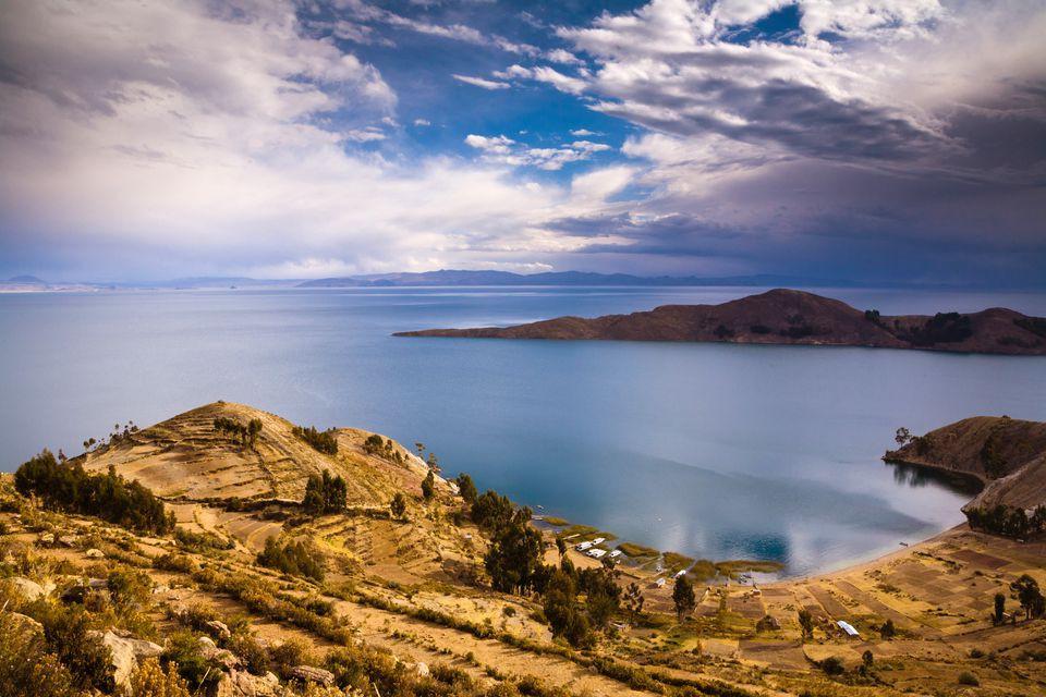 Ghé thăm hồ tử thần nằm tại nơi cao nhất thế giới: Nước mặn đến nỗi lật cả thuyền bè - Ảnh 1.