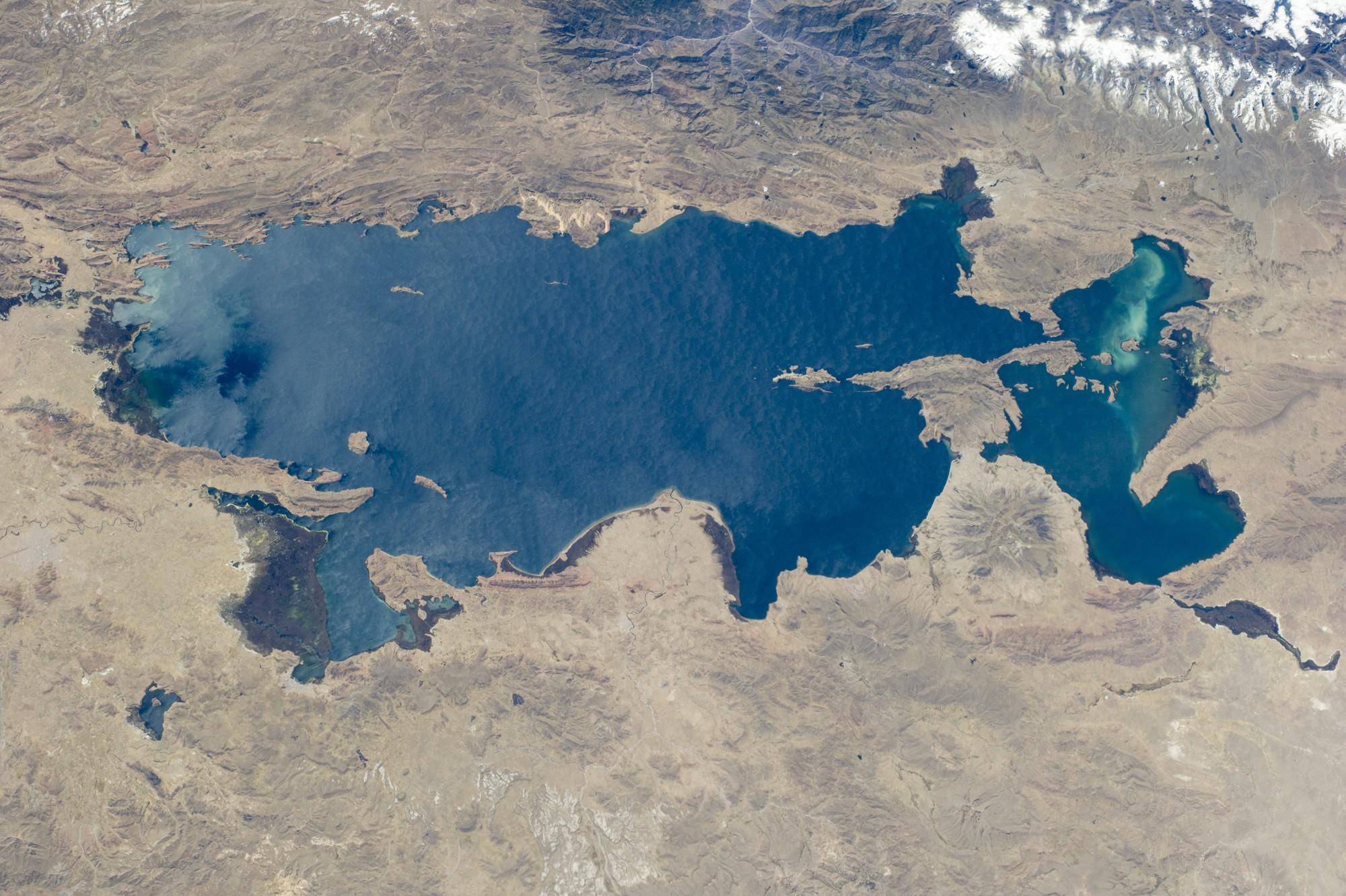Ghé thăm hồ tử thần nằm tại nơi cao nhất thế giới: Nước mặn đến nỗi lật cả thuyền bè - Ảnh 3.