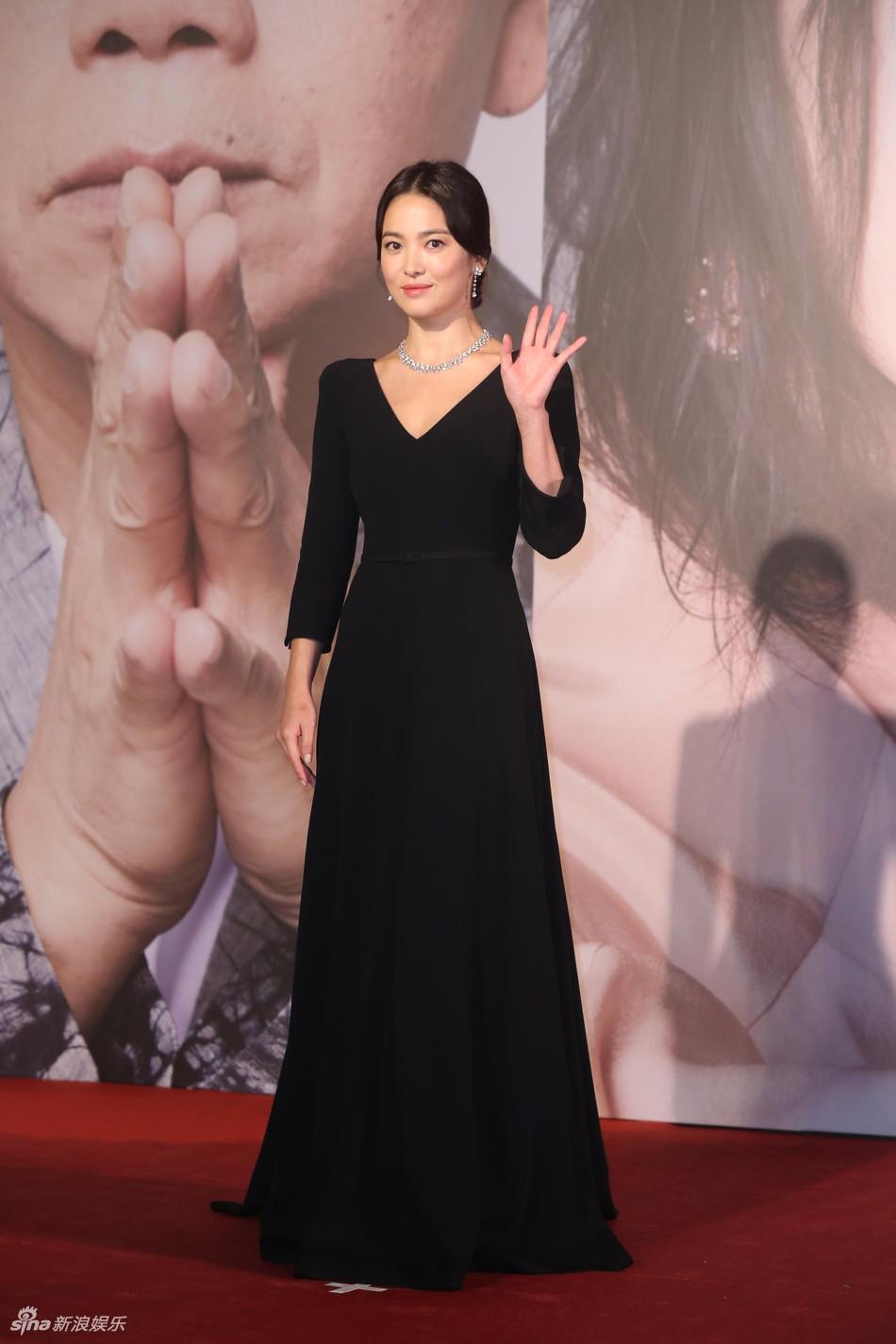 Kiên quyết giấu nhẫn cưới, Song Hye Kyo bất ngờ tiết lộ có con với Vương Gia Vệ tại Kim Tượng - Ảnh 2.