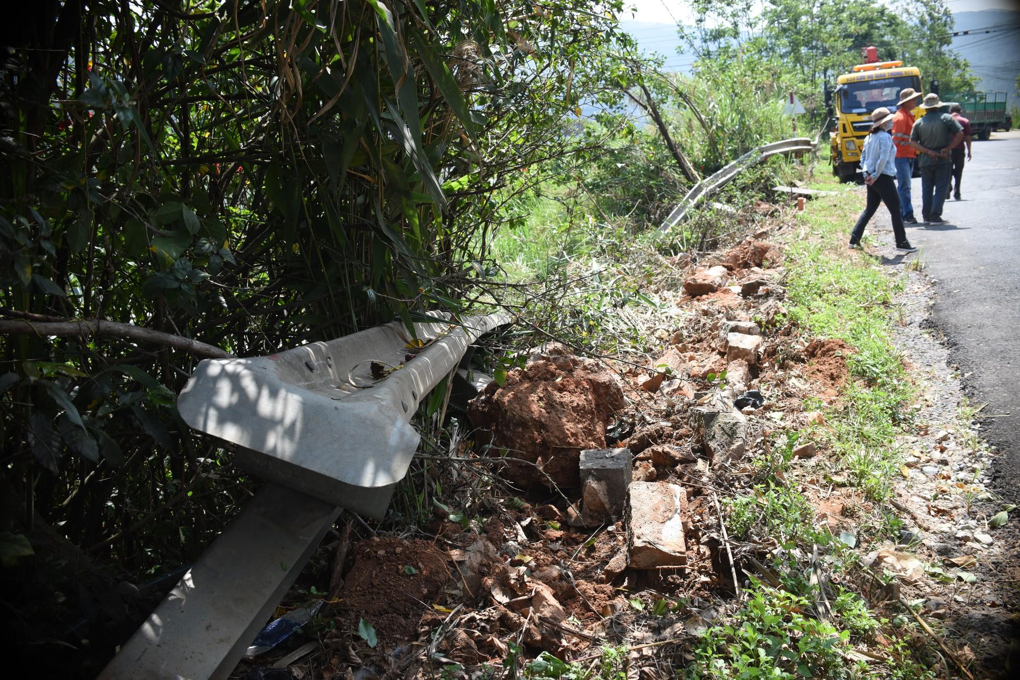 Đà Lạt: Người đi đường rớt tim khi chiếc xe tải đang leo đèo Mimosa thì bể nồi hơi, lao thẳng xuống vực - Ảnh 4.