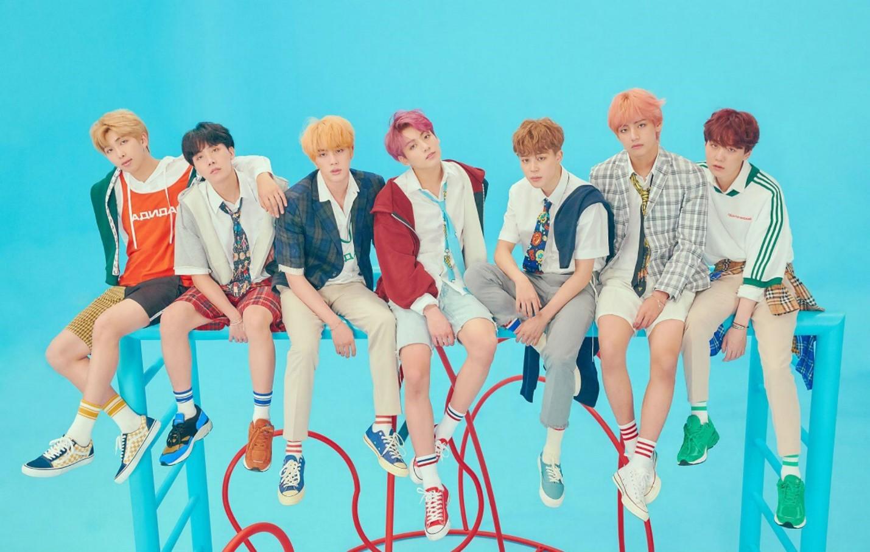 Từ IDOL cho đến Boy With Luv: Vì sao vũ trụ âm nhạc của BTS vẫn kiên trì đi ngược với thị hiếu khán giả Âu Mỹ? - Ảnh 5.
