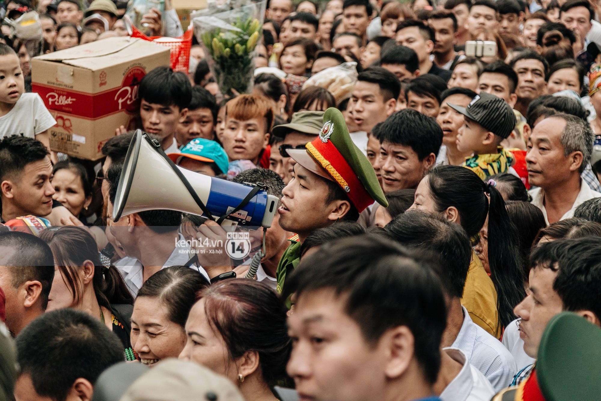 Nhìn lại những khoảnh khắc ấn tượng 2 ngày chính hội ở đền Hùng dịp giỗ Tổ Hùng Vương 2019 - Ảnh 9.