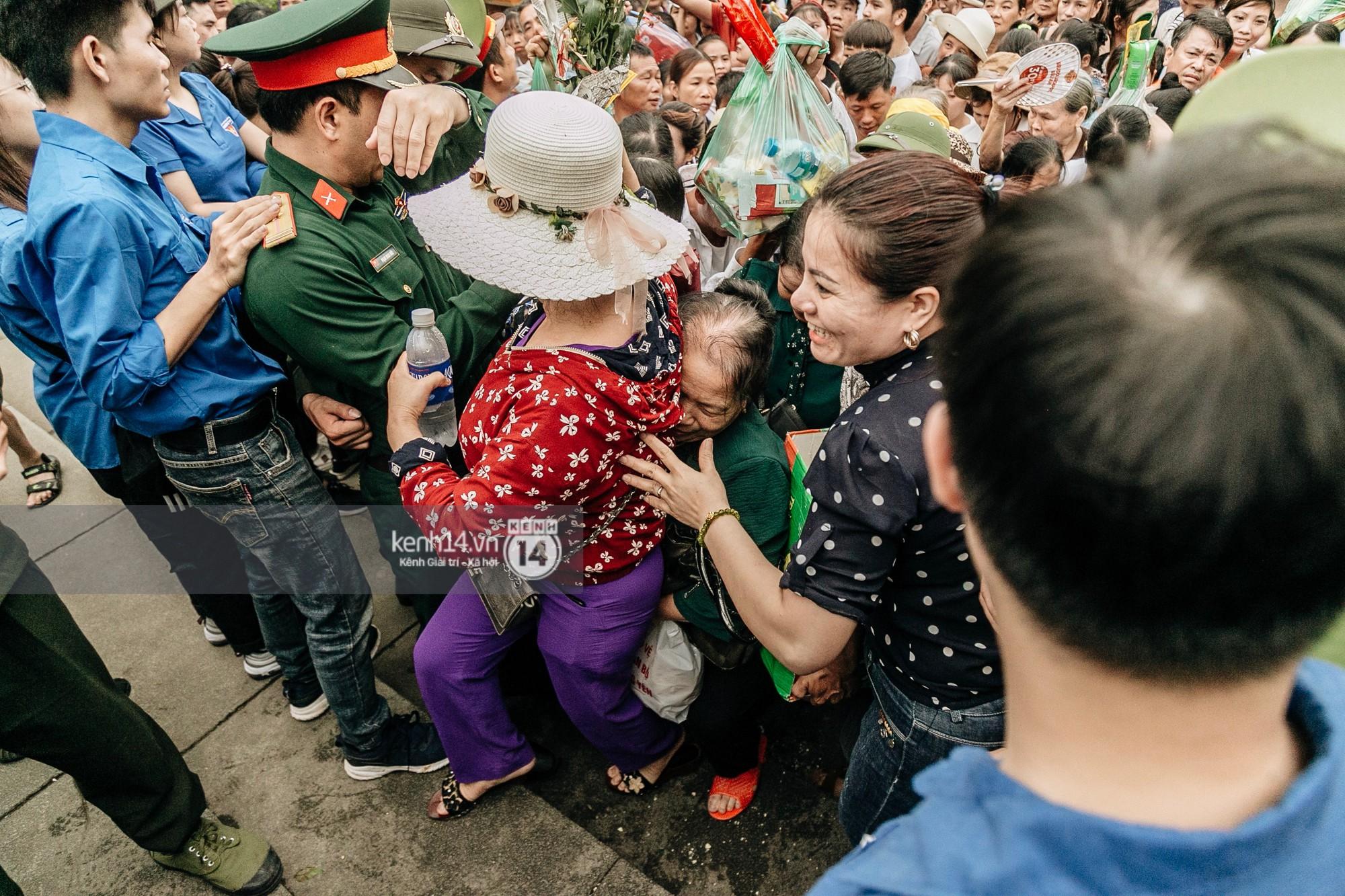 Nhìn lại những khoảnh khắc ấn tượng 2 ngày chính hội ở đền Hùng dịp giỗ Tổ Hùng Vương 2019 - Ảnh 7.
