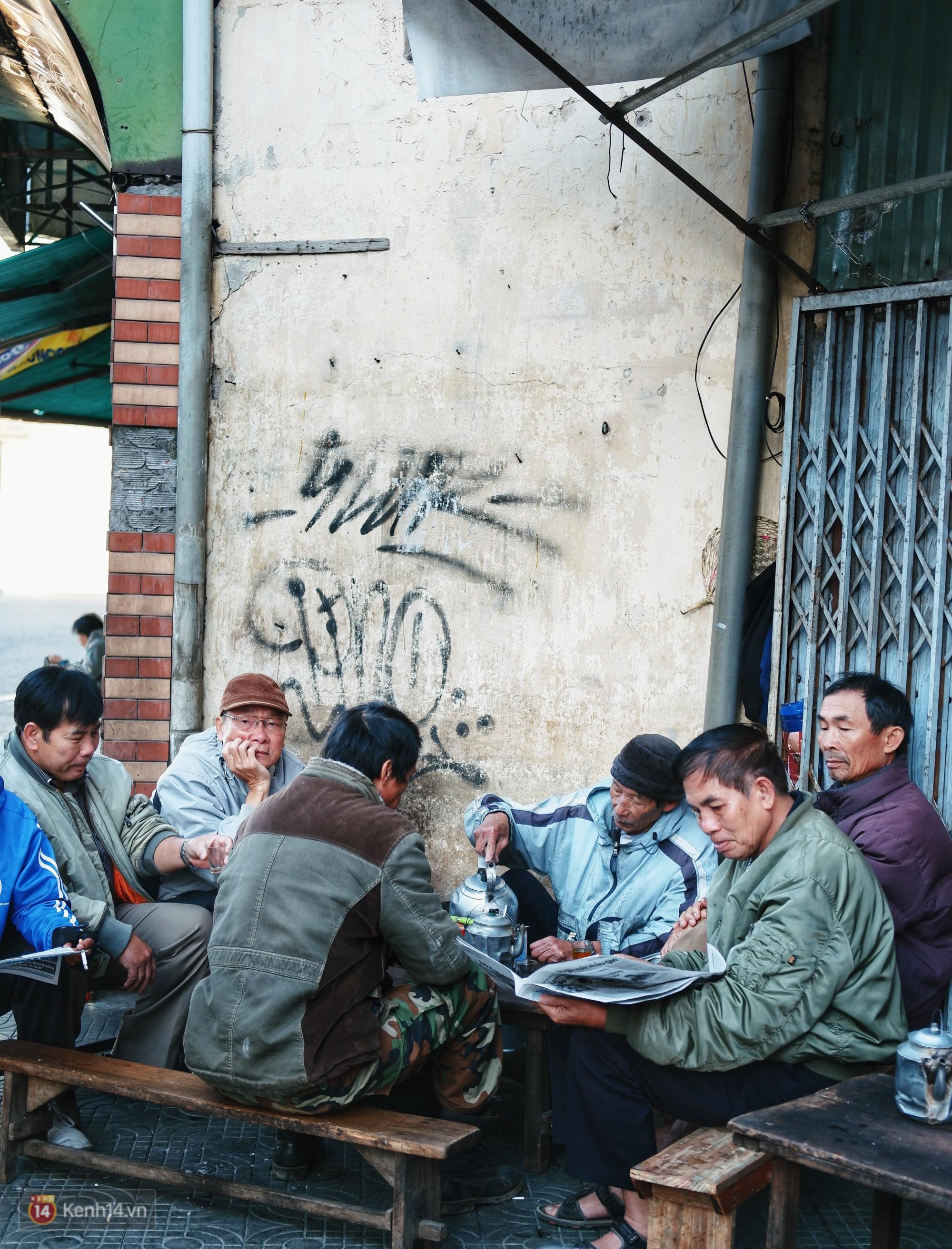 Quán cà phê vợt độc nhất vô nhị ở Đà Lạt, 30 năm chỉ bán từ 4 giờ sáng đến hơn 7 giờ sáng mỗi ngày - Ảnh 3.
