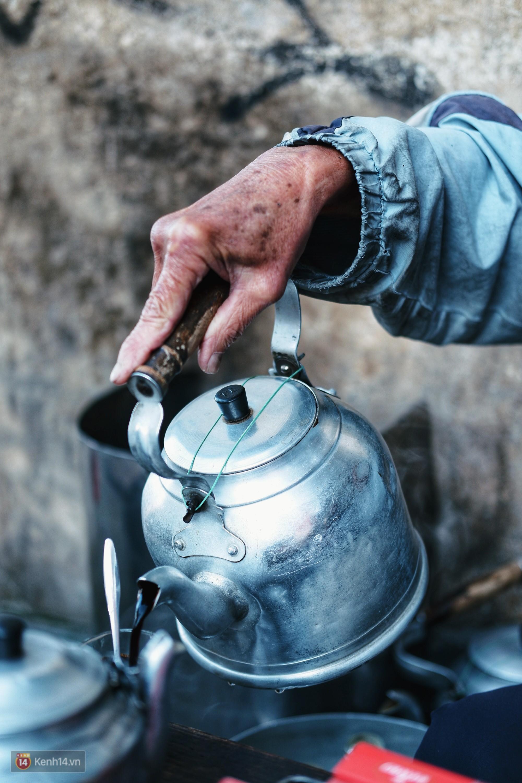 Quán cà phê vợt độc nhất vô nhị ở Đà Lạt, 30 năm chỉ bán từ 4 giờ sáng đến hơn 7 giờ sáng mỗi ngày - Ảnh 2.