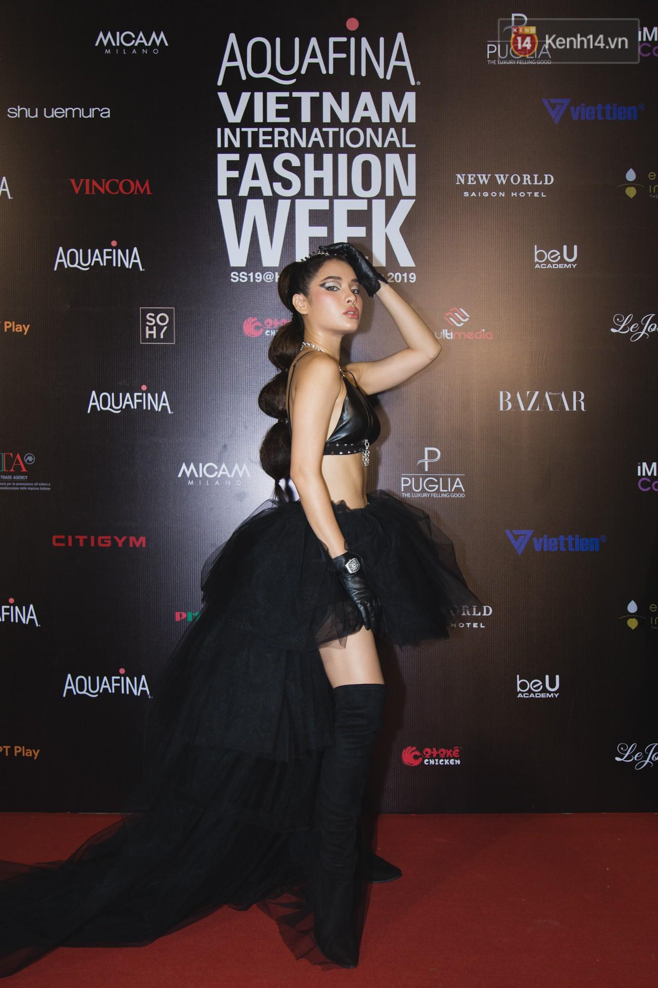 Linh Chi - Lâm Vinh Hải trông như cô dâu chú rể, Cindy Thái Tài lại hở bạo hết sức trên thảm đỏ Tuần lễ thời trang - Ảnh 5.