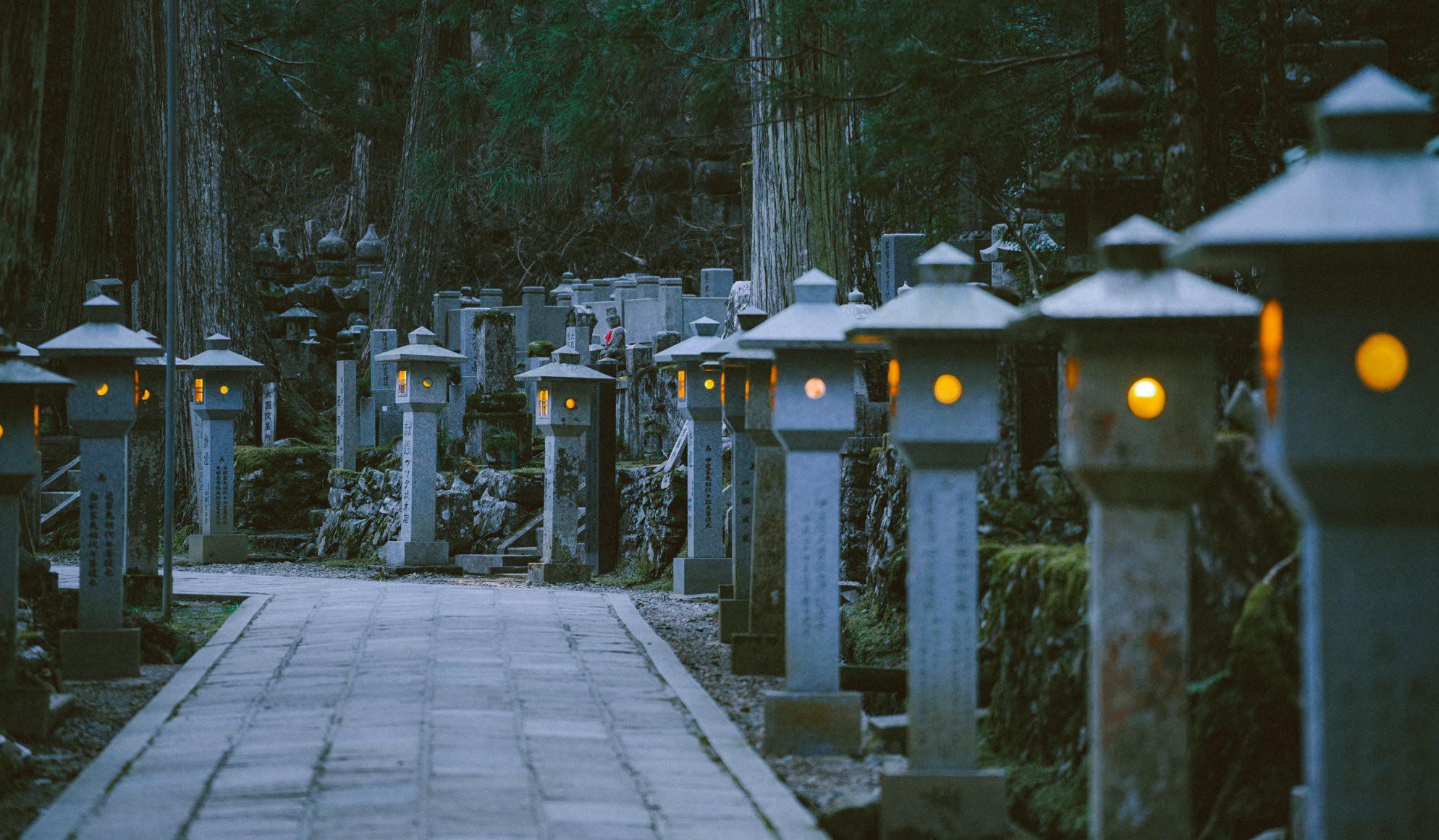 Khám phá Nghĩa trang Okunoin: Nơi được mệnh danh thánh địa thiêng liêng nhất Nhật Bản, có 5000 chiếc lồng đèn không bao giờ tắt - Ảnh 4.