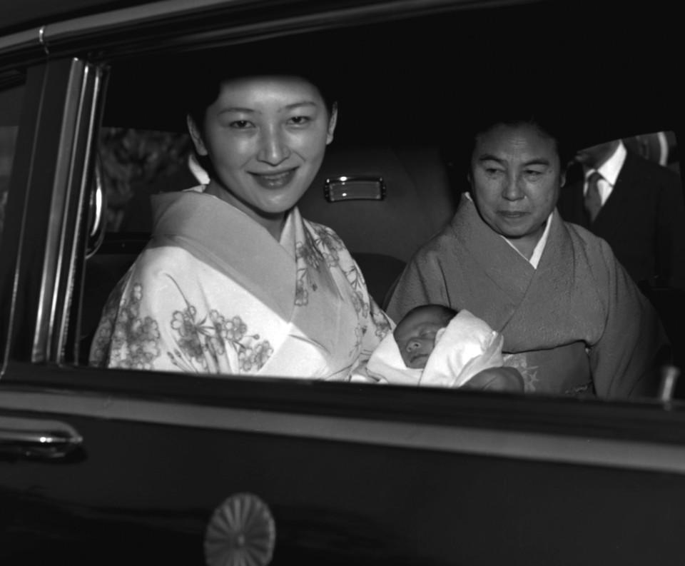 Nhan sắc kiều diễm của Hoàng hậu thường dân Michiko thời trẻ, khiến vua say đắm đến phá bỏ quy tắc Hoàng gia - Ảnh 5.
