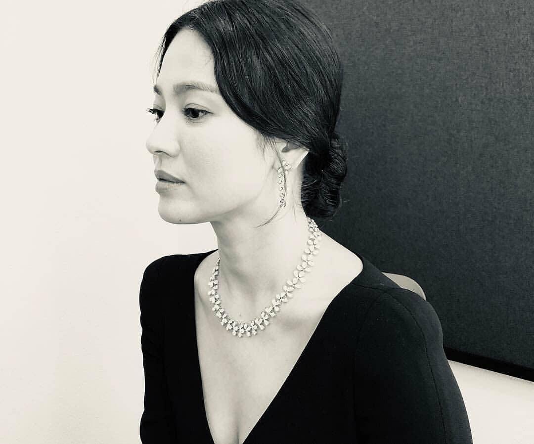 Ảnh sự kiện bị chê tơi tả vì dừ, Song Hye Kyo gây náo loạn vì ảnh hậu trường đỉnh cao như tác phẩm nghệ thuật - Ảnh 7.