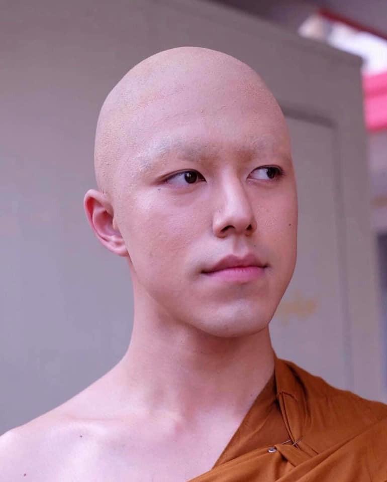 Hết hồn với hình ảnh mỹ nam Friend zone cạo đầu cạo luôn cả hàng lông mày, cũng may cười lên vẫn đẹp trai - Ảnh 2.