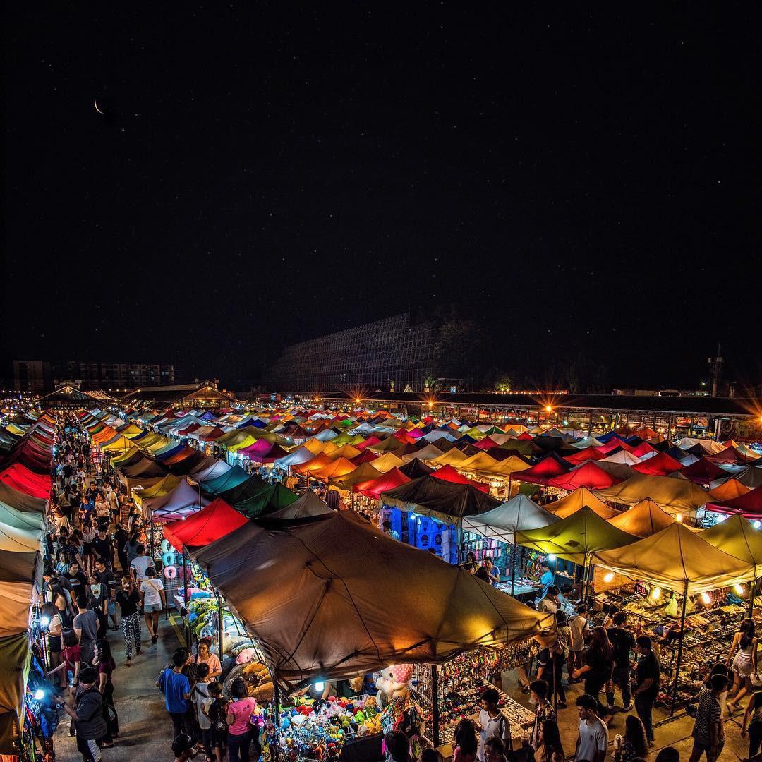 Quẩy nhiệt tình với Tết té nước Songkran xong đừng quên ghé qua khu chợ đêm nổi tiếng này ở Bangkok để ăn sập thế giới nhé! - Ảnh 5.