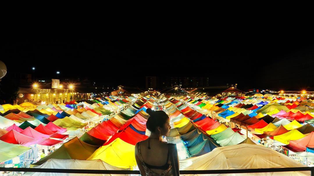 Quẩy nhiệt tình với Tết té nước Songkran xong đừng quên ghé qua khu chợ đêm nổi tiếng này ở Bangkok để ăn sập thế giới nhé! - Ảnh 19.