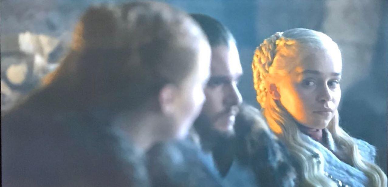 Game of Thrones 8: Mới tập 1, Mẹ Rồng và Sansa đã lườm nhau toét cả mắt - Ảnh 3.
