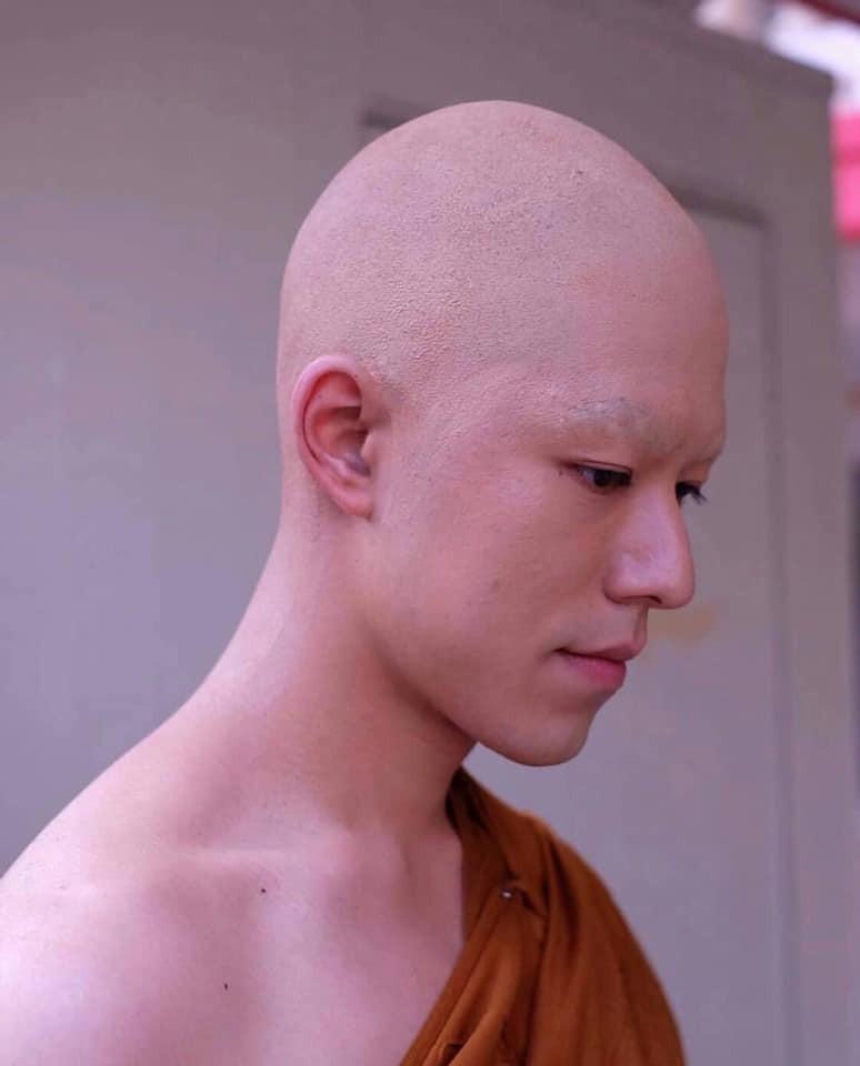Hết hồn với hình ảnh mỹ nam Friend zone cạo đầu cạo luôn cả hàng lông mày, cũng may cười lên vẫn đẹp trai - Ảnh 3.