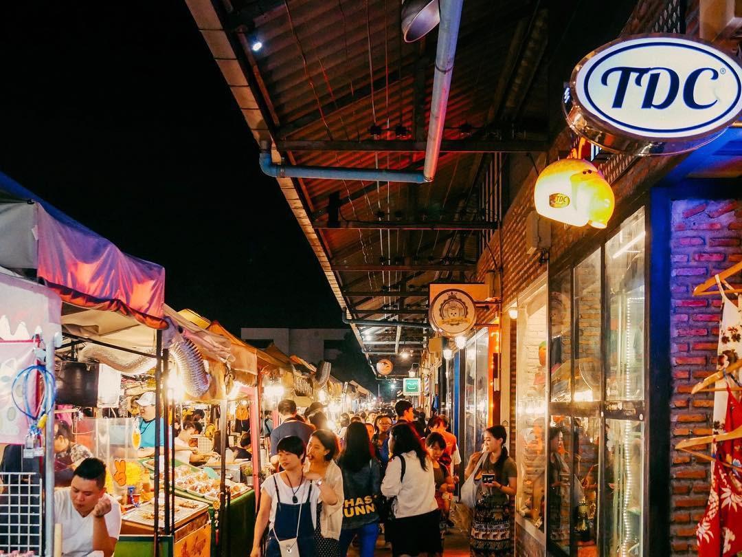 Quẩy nhiệt tình với Tết té nước Songkran xong đừng quên ghé qua khu chợ đêm nổi tiếng này ở Bangkok để ăn sập thế giới nhé! - Ảnh 7.