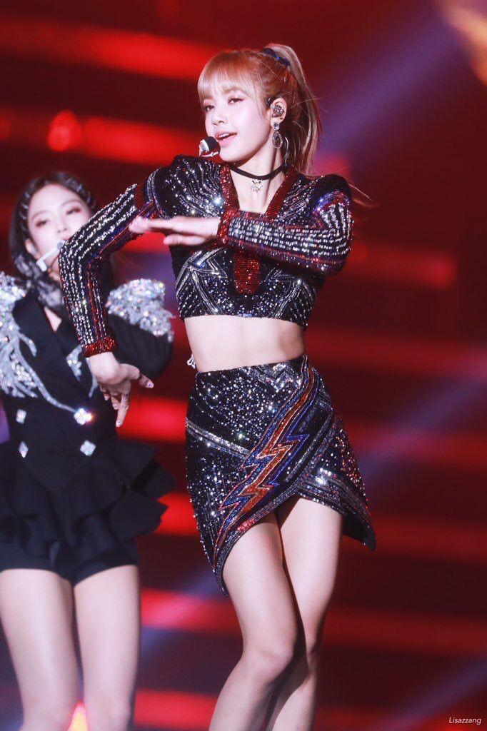 Diện váy trước Trương Ngọc Ánh, Lisa (Black Pink) sexy hơn hẳn nhờ công sáng tạo của stylist - Ảnh 4.