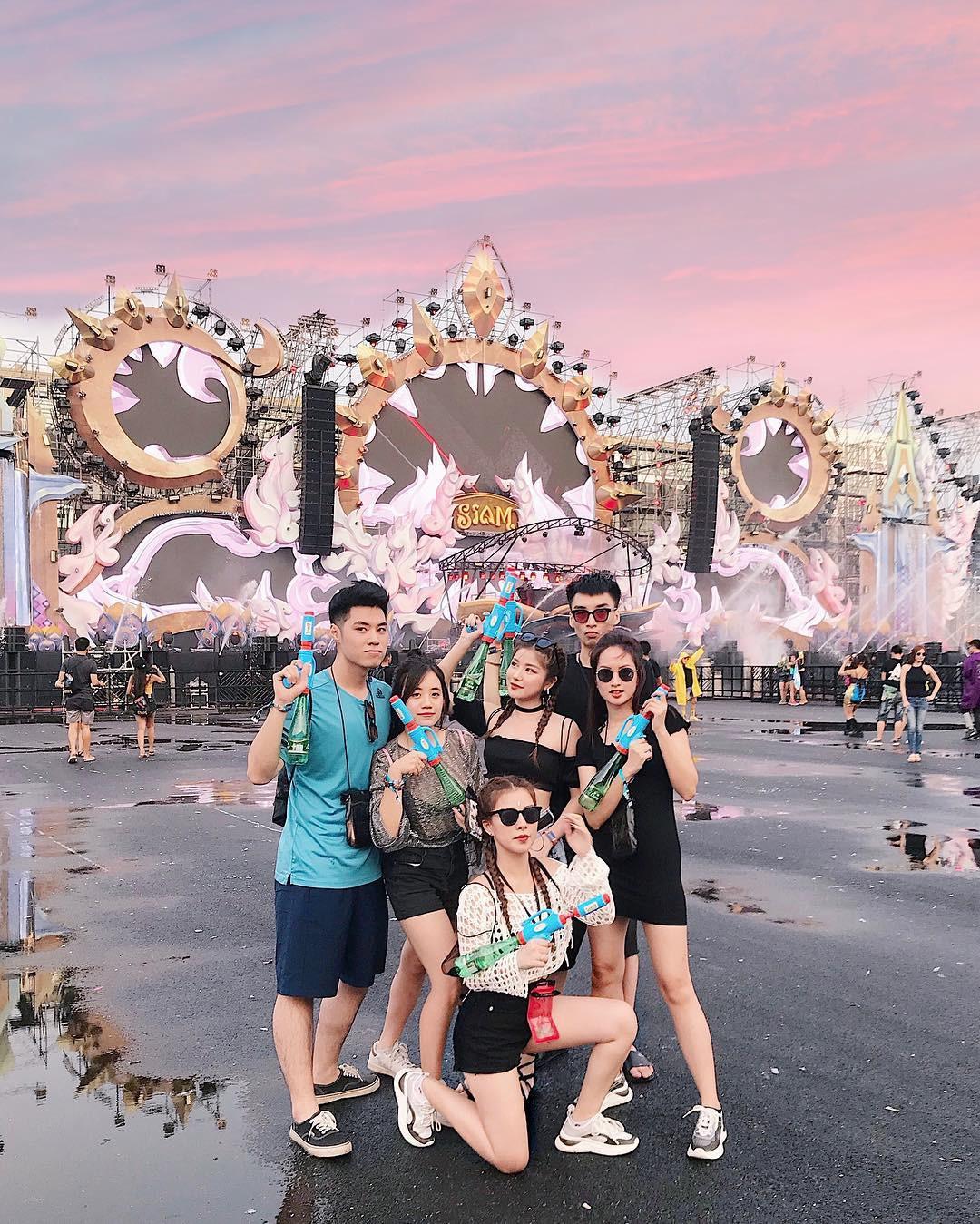 Dàn trai xinh gái đẹp hội tụ ở Songkran, nhìn thôi cũng biết lễ hội hot cỡ nào - Ảnh 5.