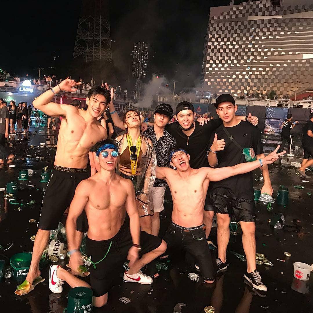Dàn trai xinh gái đẹp hội tụ ở Songkran, nhìn thôi cũng biết lễ hội hot cỡ nào - Ảnh 11.