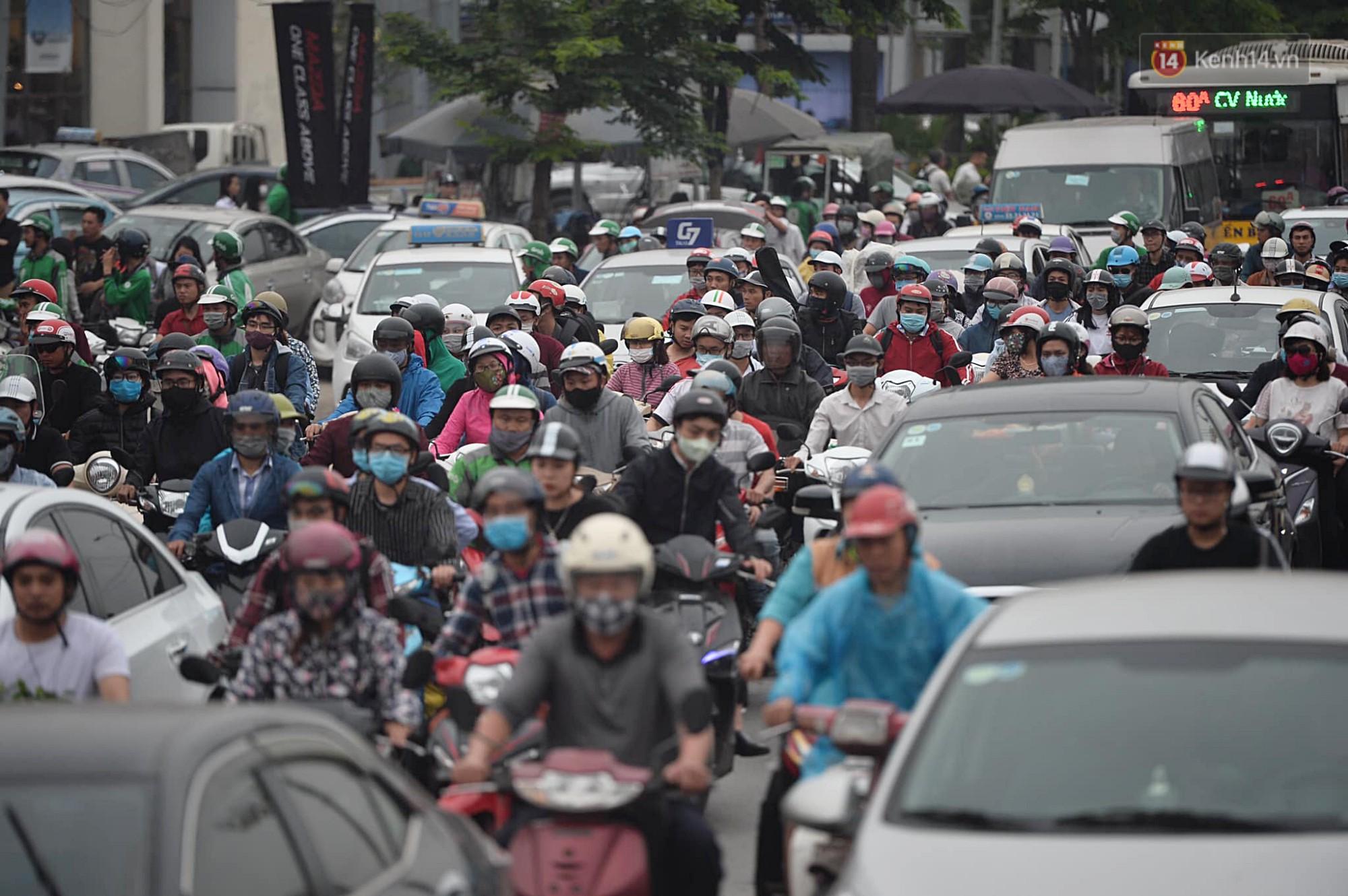 Vành đai 3 ùn tắc dài hàng km, cửa ngõ phía nam Thủ đô chật kín ngày cuối cùng kỳ nghỉ lễ - Ảnh 10.