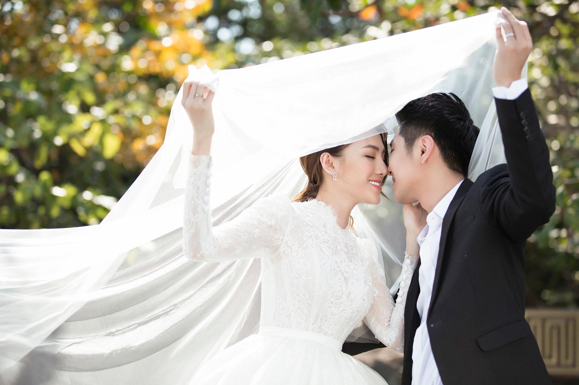 Cận ngày trọng đại, Lê Hà tung trọn bộ ảnh cưới lãng mạn chẳng kém phim Hàn cùng hôn phu điển trai - Ảnh 10.