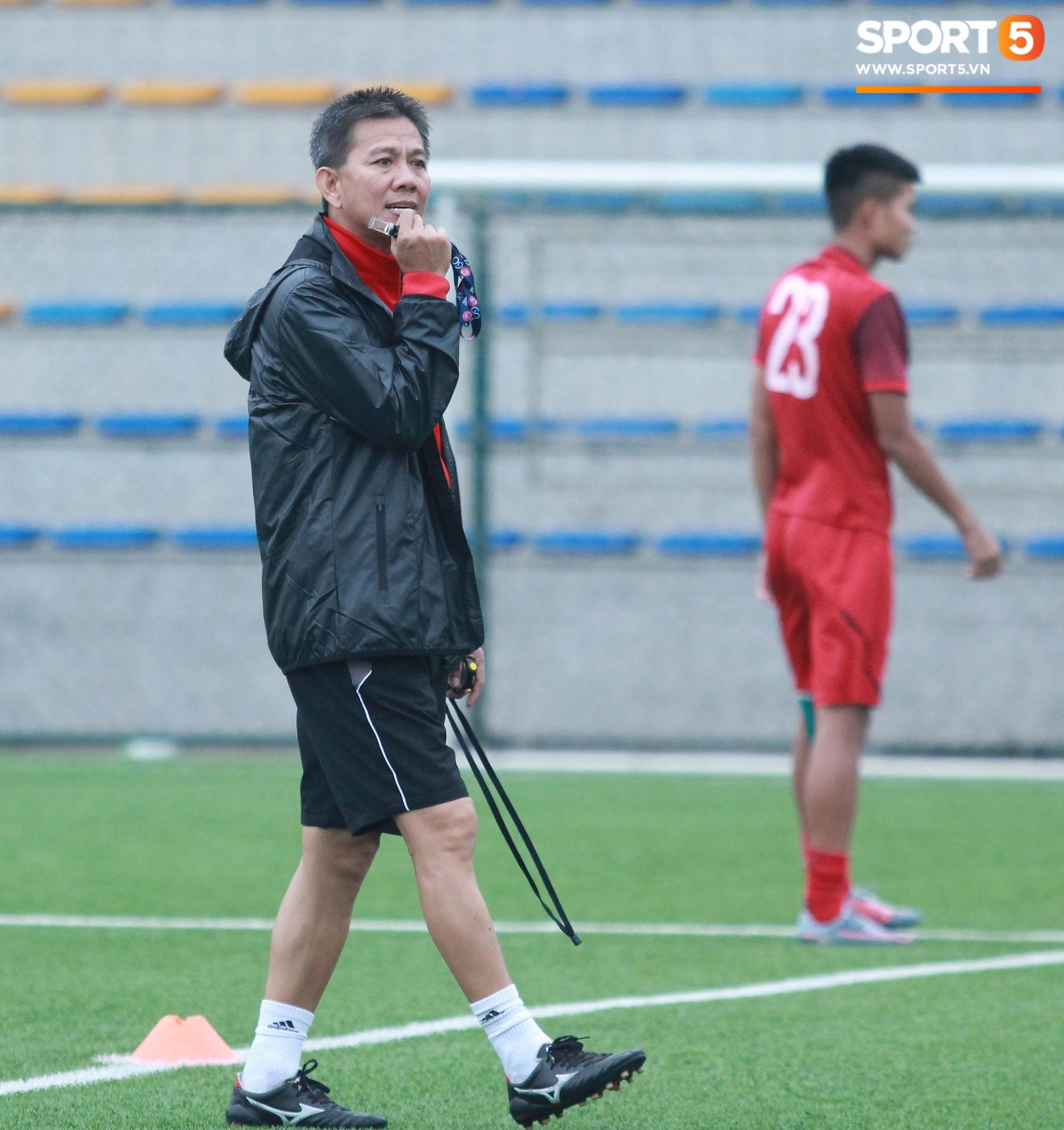 U18 Việt Nam tập luyện máu lửa, chờ ngày ra mắt tại giải tứ hùng ở Trung Quốc - Ảnh 2.