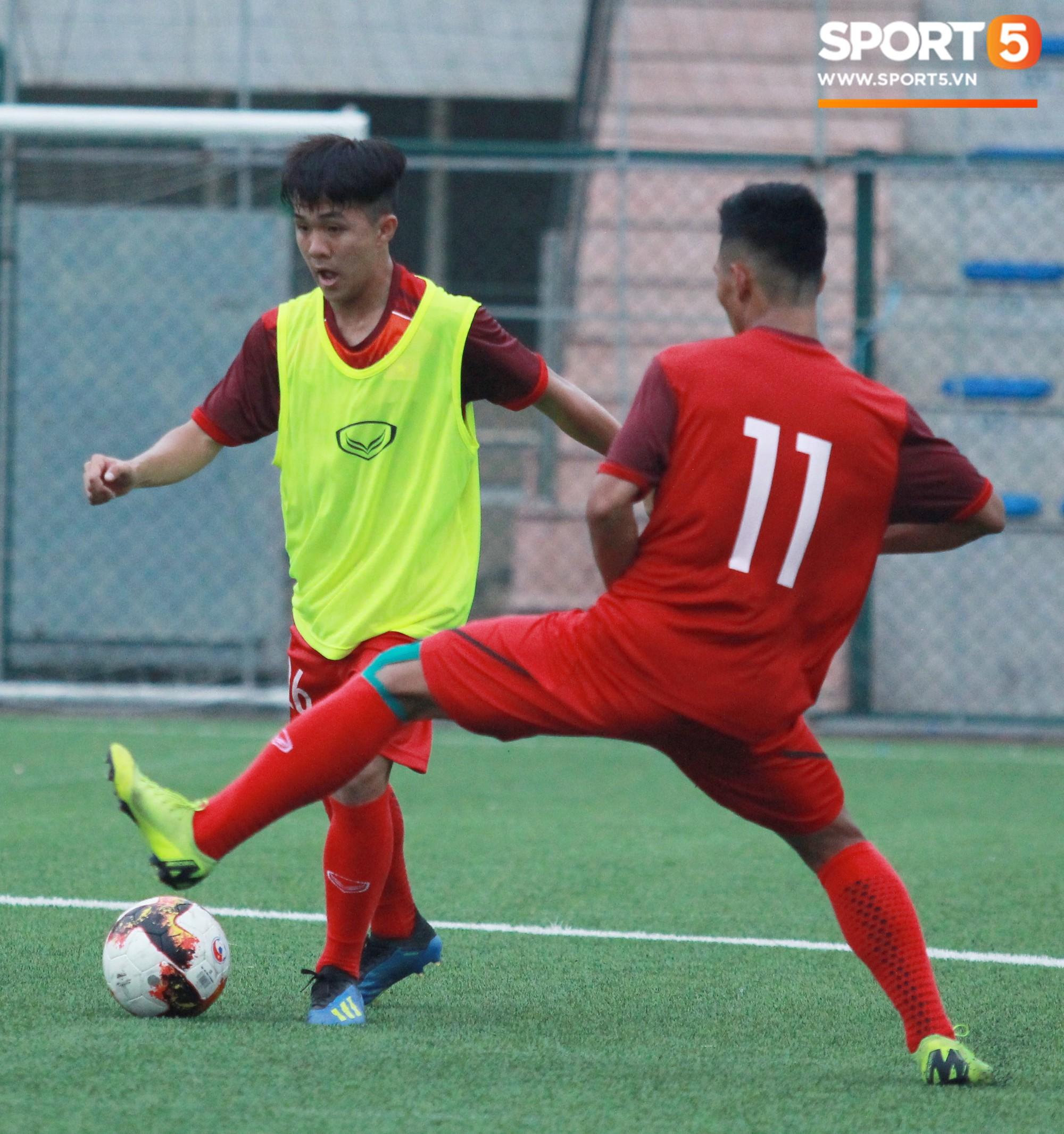 U18 Việt Nam tập luyện máu lửa, chờ ngày ra mắt tại giải tứ hùng ở Trung Quốc - Ảnh 9.