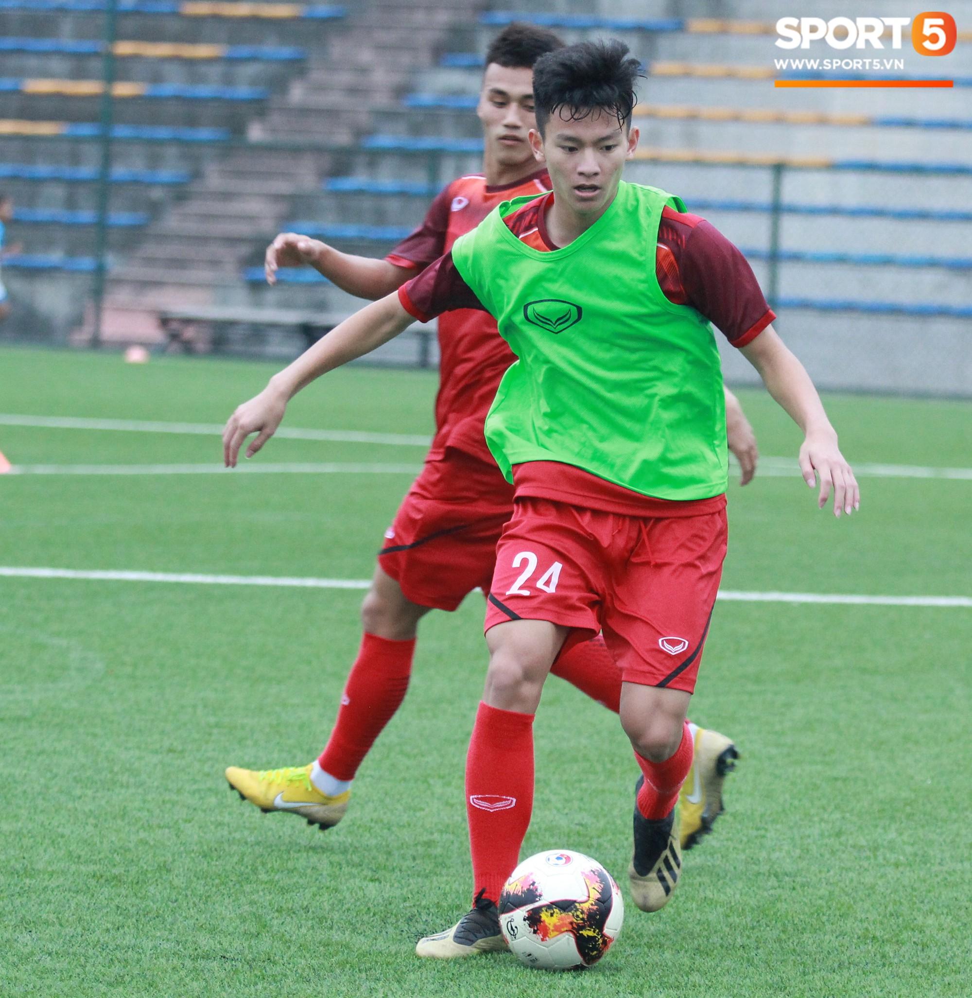 U18 Việt Nam tập luyện máu lửa, chờ ngày ra mắt tại giải tứ hùng ở Trung Quốc - Ảnh 3.
