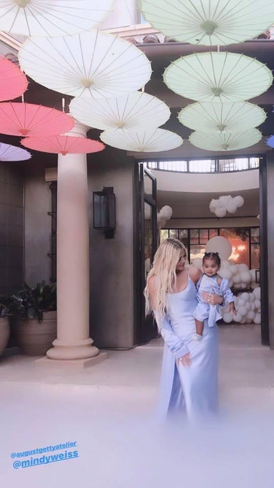 Tiệc sinh nhật 1 tuổi siêu xa xỉ của con gái Khloe: Quy tụ dàn nhóc tì nhà Kardashian, kẻ ngoại tình bất ngờ có mặt - Ảnh 6.