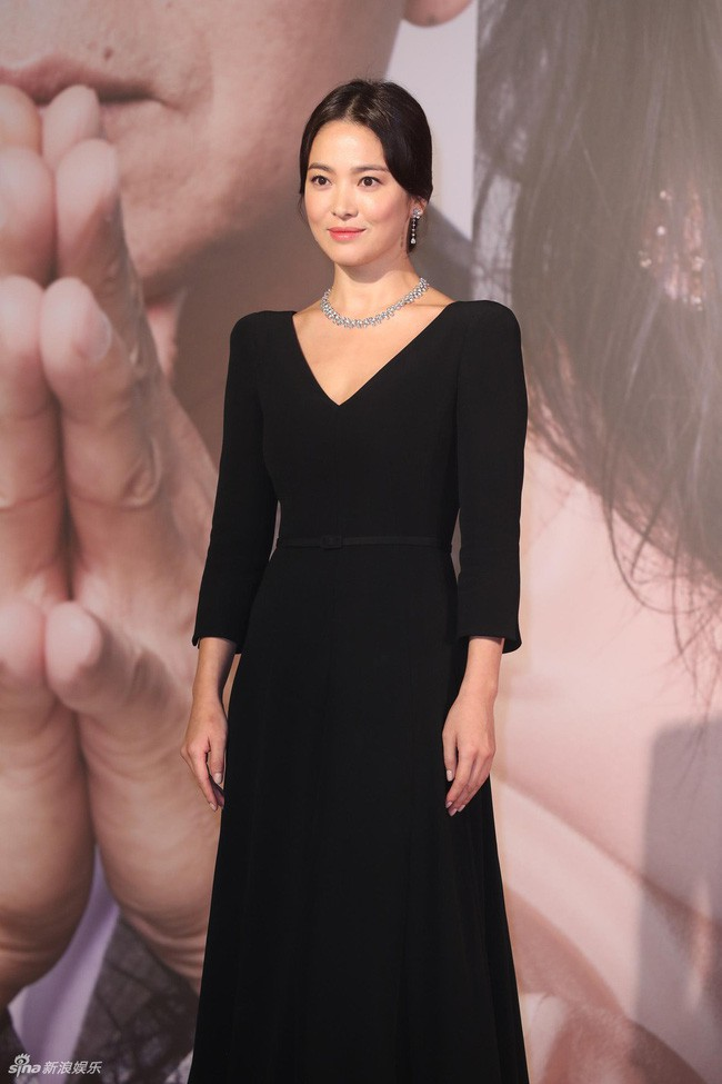 Có đôi lần, Song Hye Kyo về với đúng tuổi hay thậm chí còn già hơn chỉ vì kiểu tóc và trang phục - Ảnh 2.