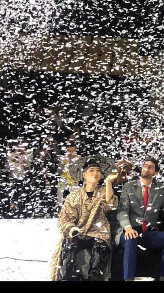 Đội mũ kèm ô giá 9 triệu đi show thời trang: không phải Đức Phúc dị, chỉ là Phúc lo xa thôi! - Ảnh 3.
