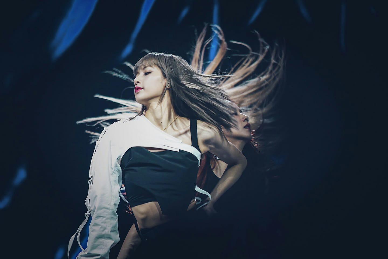 Trên đời này thứ gì cũng có thể lung lay, chỉ riêng tóc mái của Lisa là bất biến - Ảnh 1.