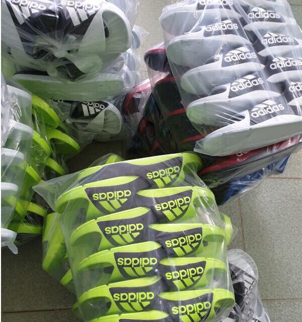 Thu giữ hàng nghìn đôi dép nhái nhãn hiệu Adidas và Nike - Ảnh 1.